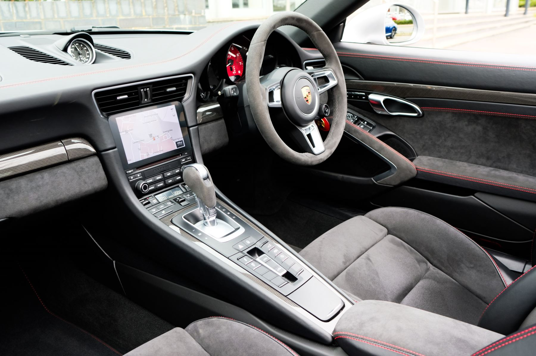 Porsche 911 TARGA 4 GTS - PDK - SPORT DESIGN PACKAGE - GTS INTERIOR PACKAGE image 20