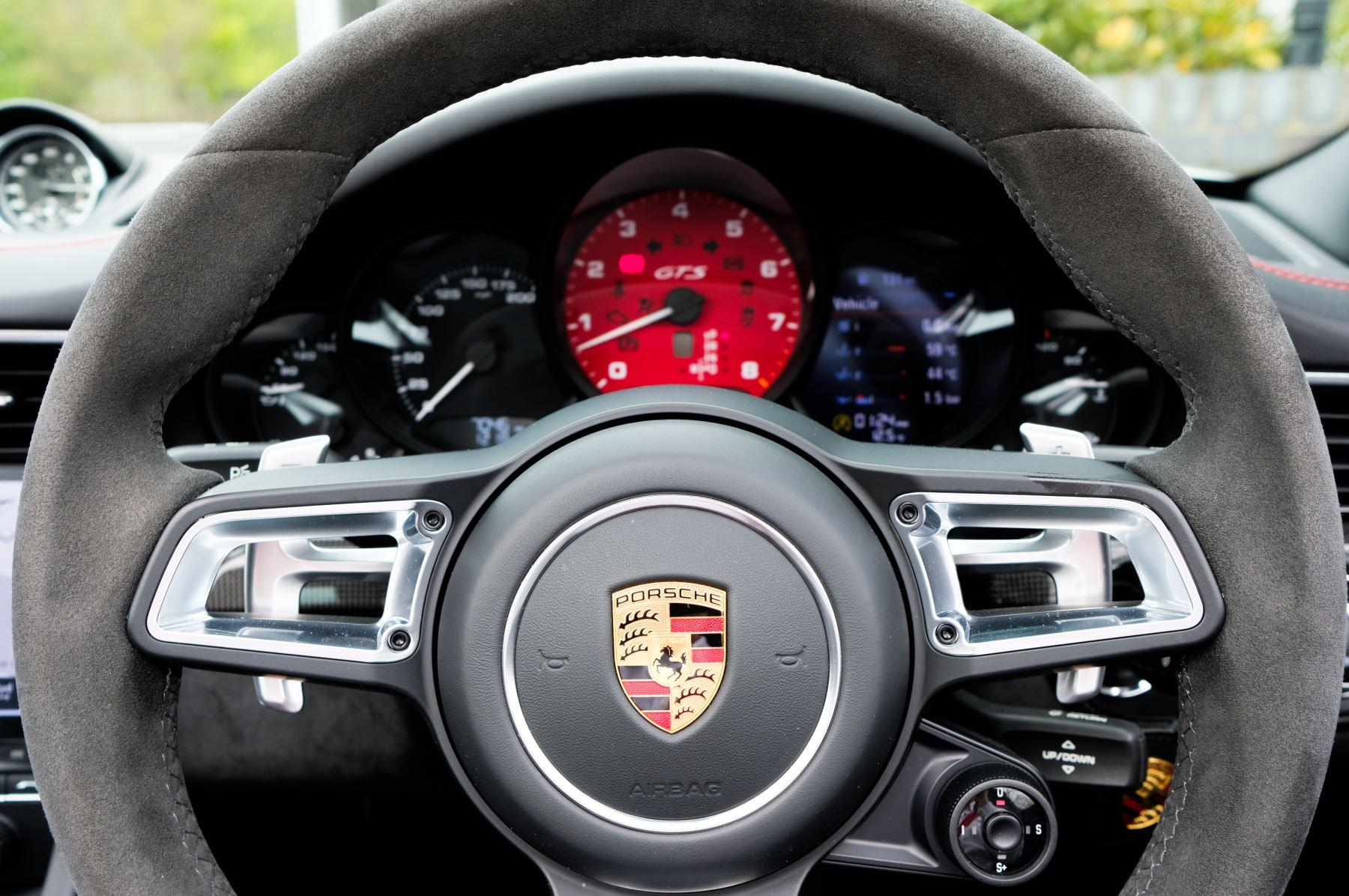 Porsche 911 TARGA 4 GTS - PDK - SPORT DESIGN PACKAGE - GTS INTERIOR PACKAGE image 24
