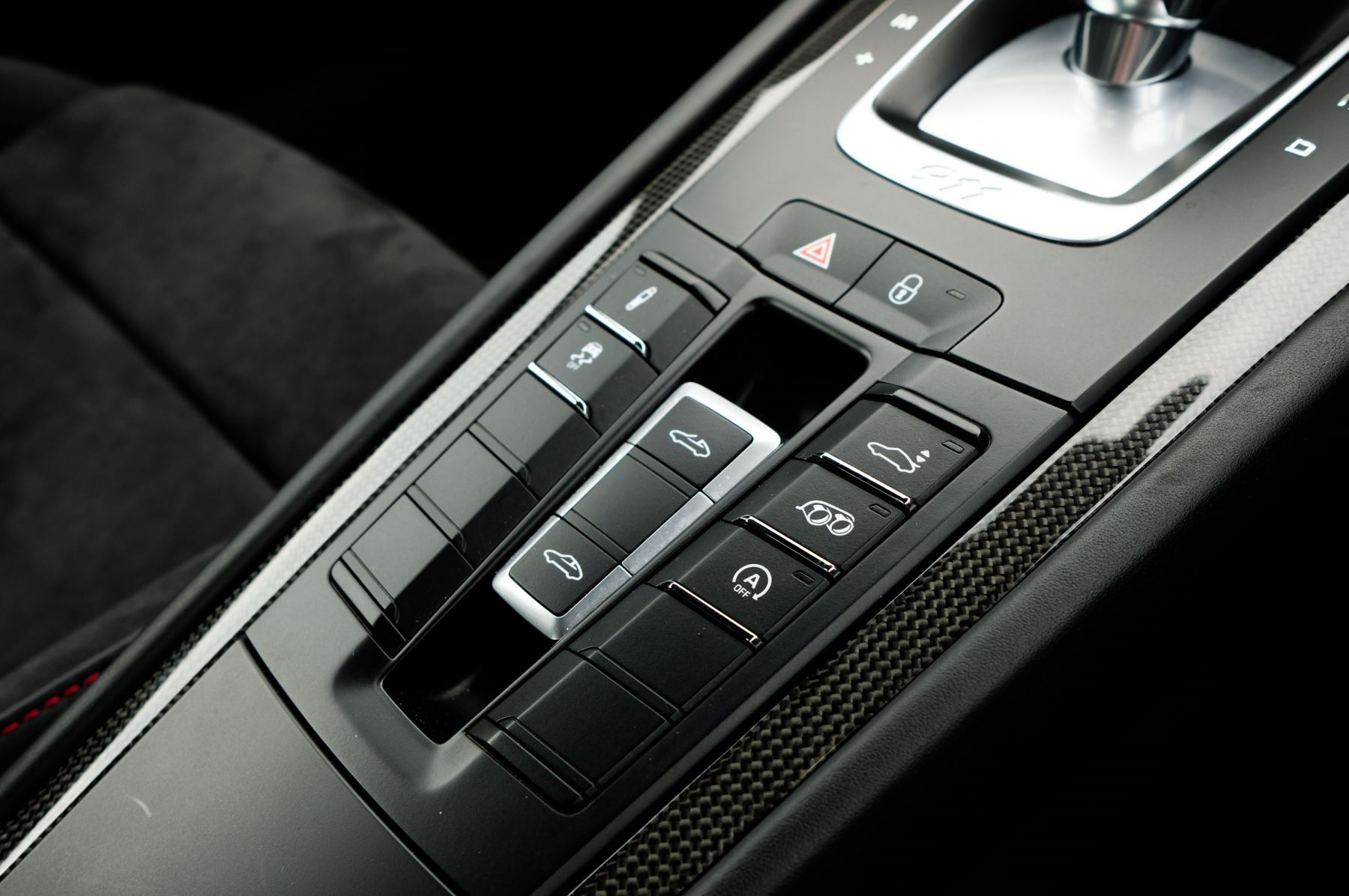 Porsche 911 TARGA 4 GTS - PDK - SPORT DESIGN PACKAGE - GTS INTERIOR PACKAGE image 31