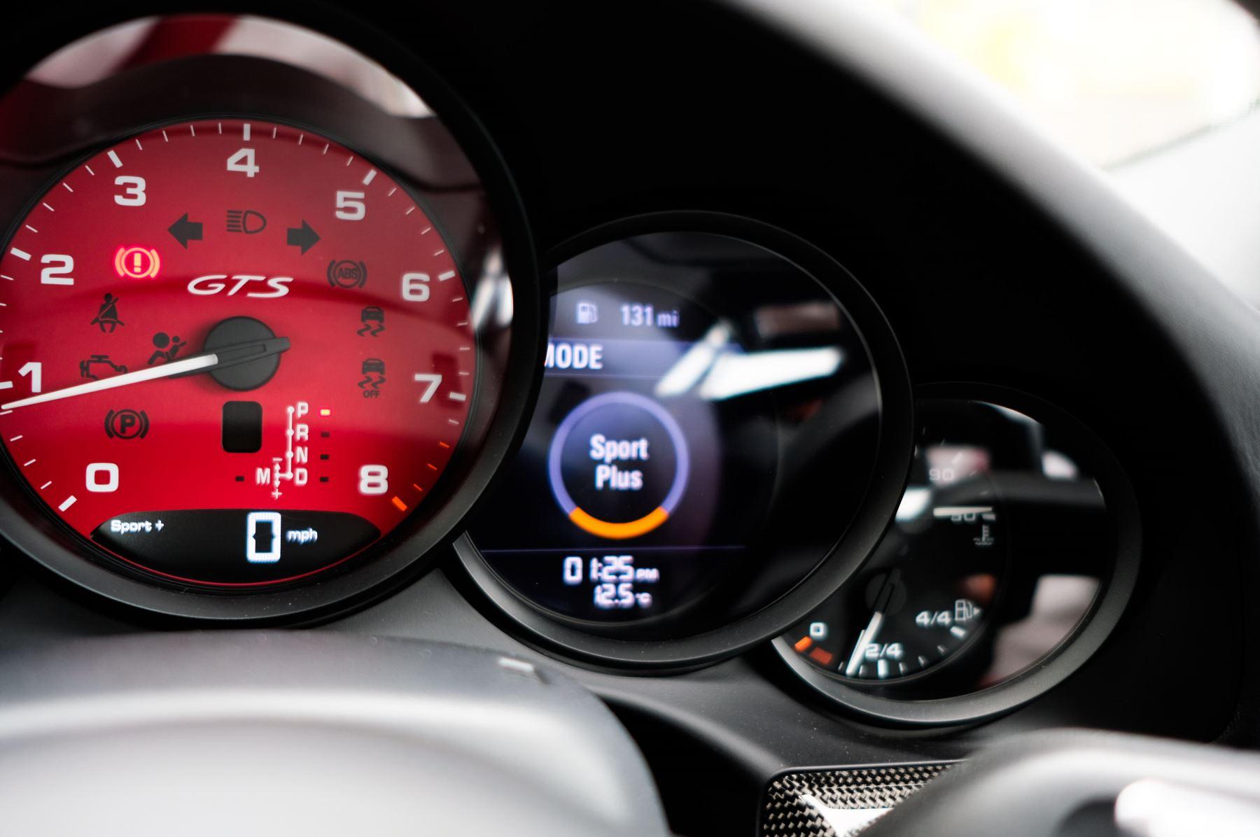 Porsche 911 TARGA 4 GTS - PDK - SPORT DESIGN PACKAGE - GTS INTERIOR PACKAGE image 33