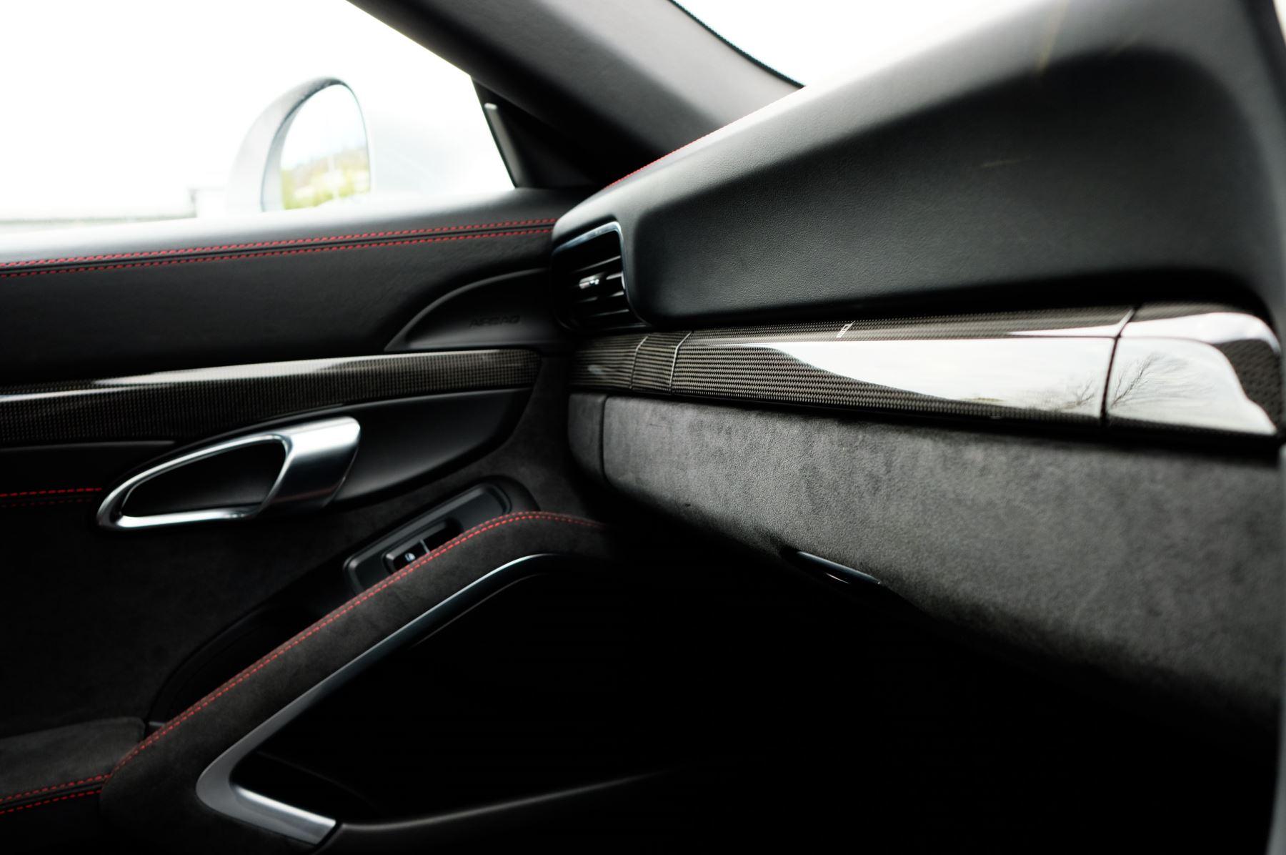 Porsche 911 TARGA 4 GTS - PDK - SPORT DESIGN PACKAGE - GTS INTERIOR PACKAGE image 34