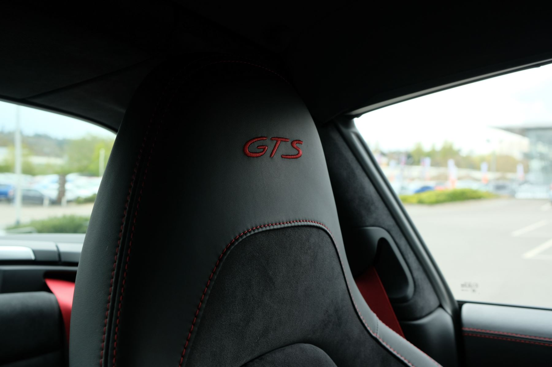 Porsche 911 TARGA 4 GTS - PDK - SPORT DESIGN PACKAGE - GTS INTERIOR PACKAGE image 35