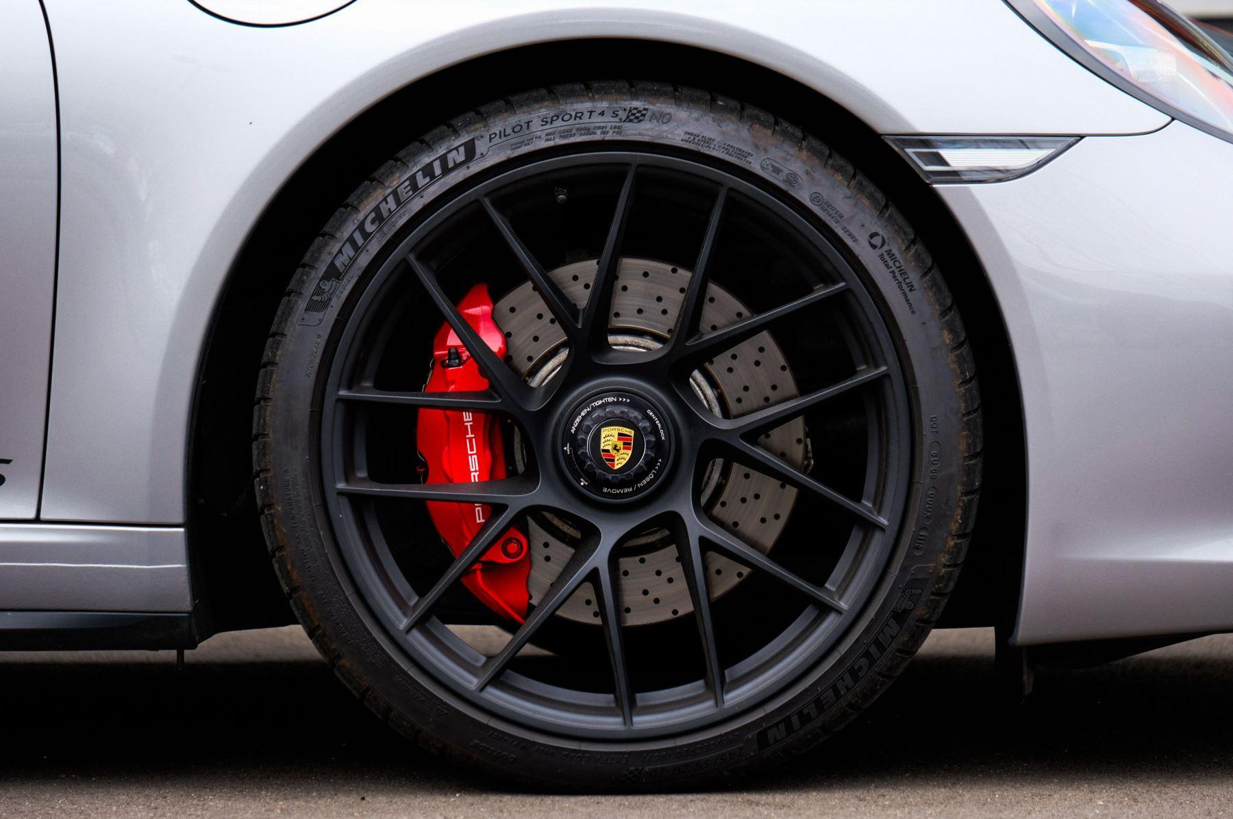 Porsche 911 TARGA 4 GTS - PDK - SPORT DESIGN PACKAGE - GTS INTERIOR PACKAGE image 8
