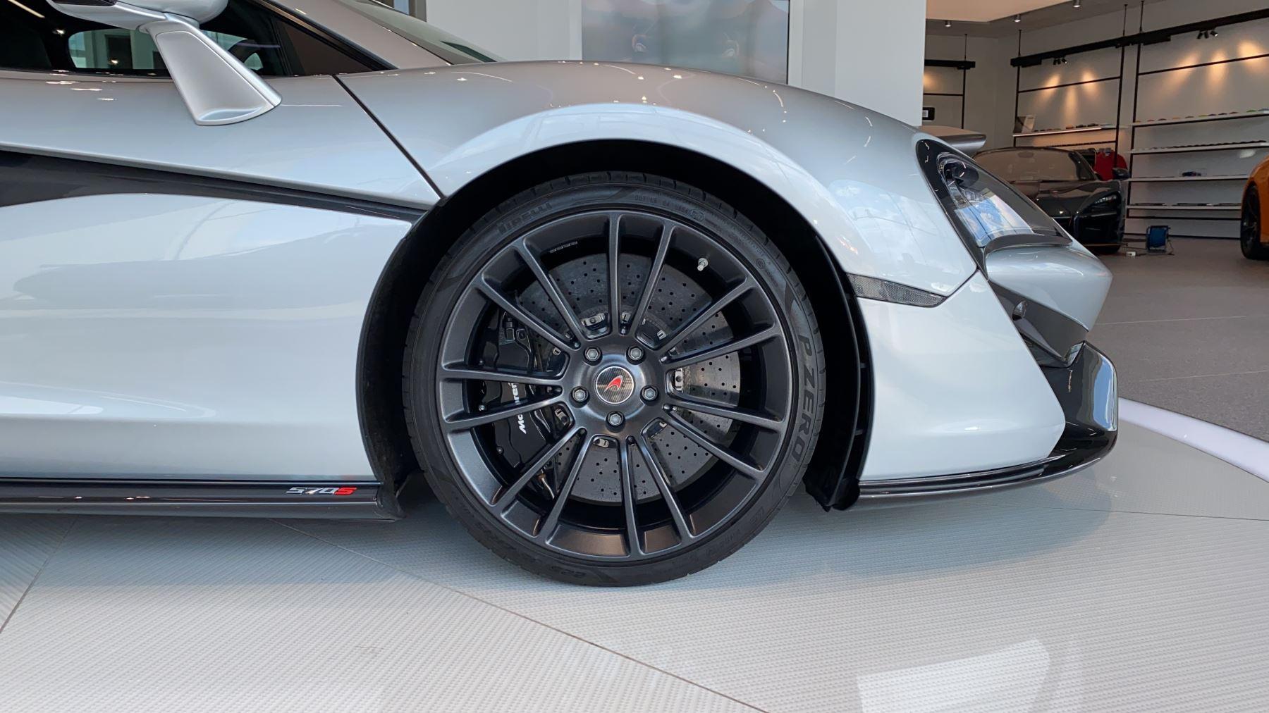 McLaren 570S Coupe V8 2dr SSG image 2