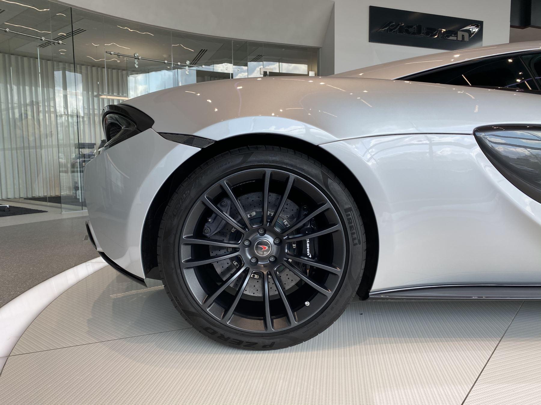 McLaren 570S Coupe V8 2dr SSG image 8