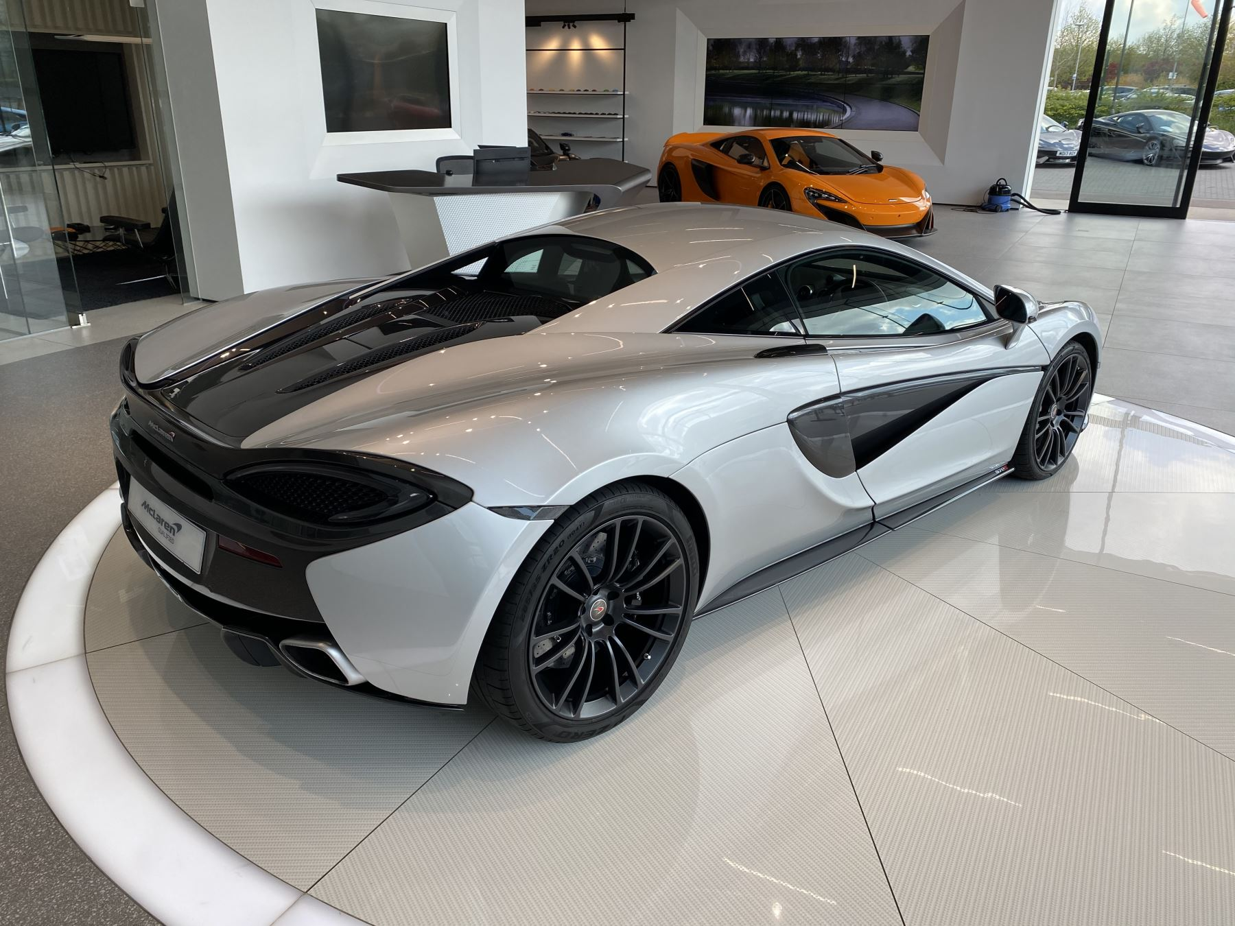 McLaren 570S Coupe V8 2dr SSG image 9