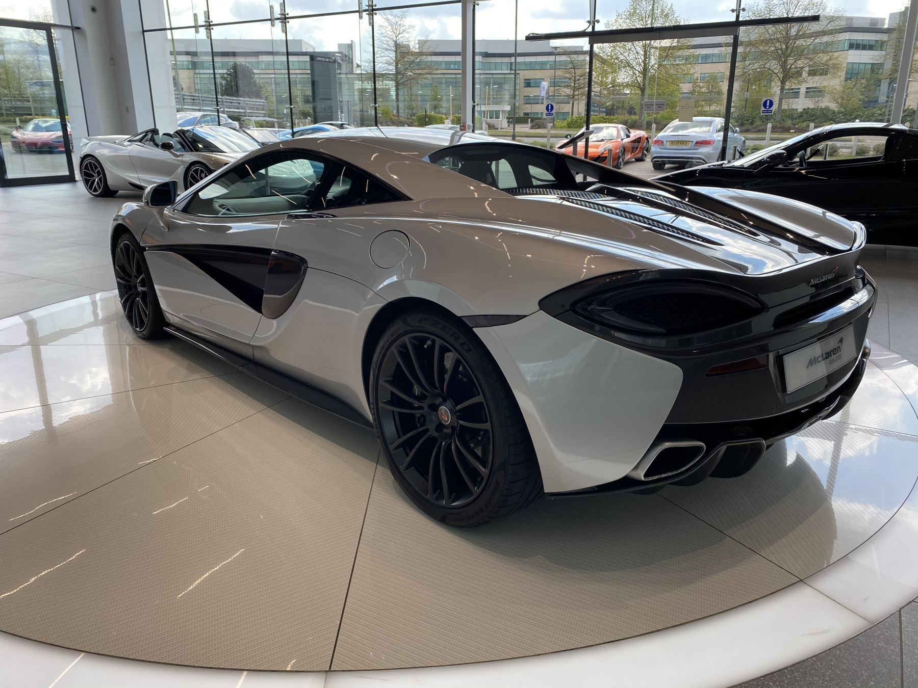 McLaren 570S Coupe V8 2dr SSG image 13