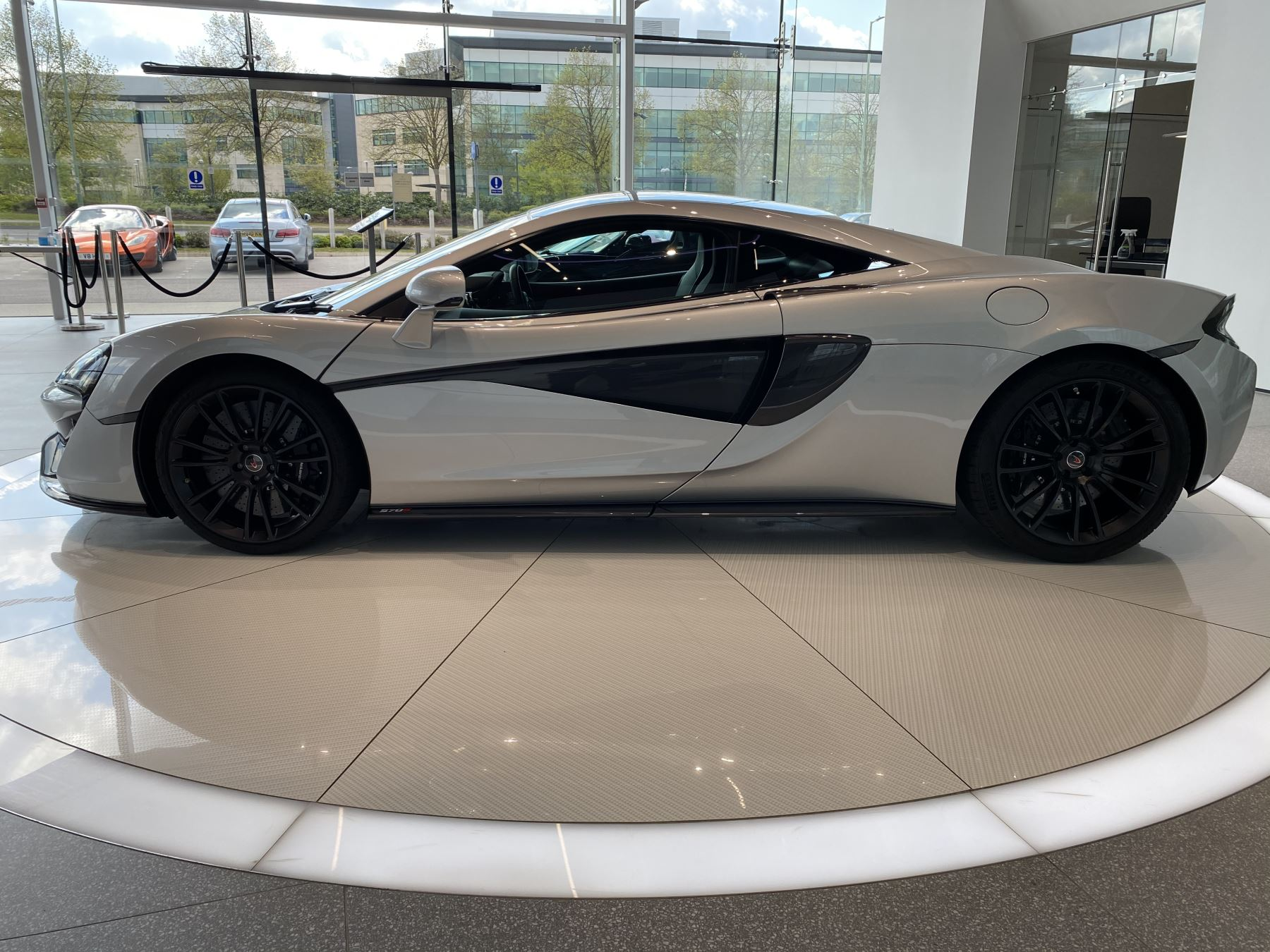 McLaren 570S Coupe V8 2dr SSG image 14