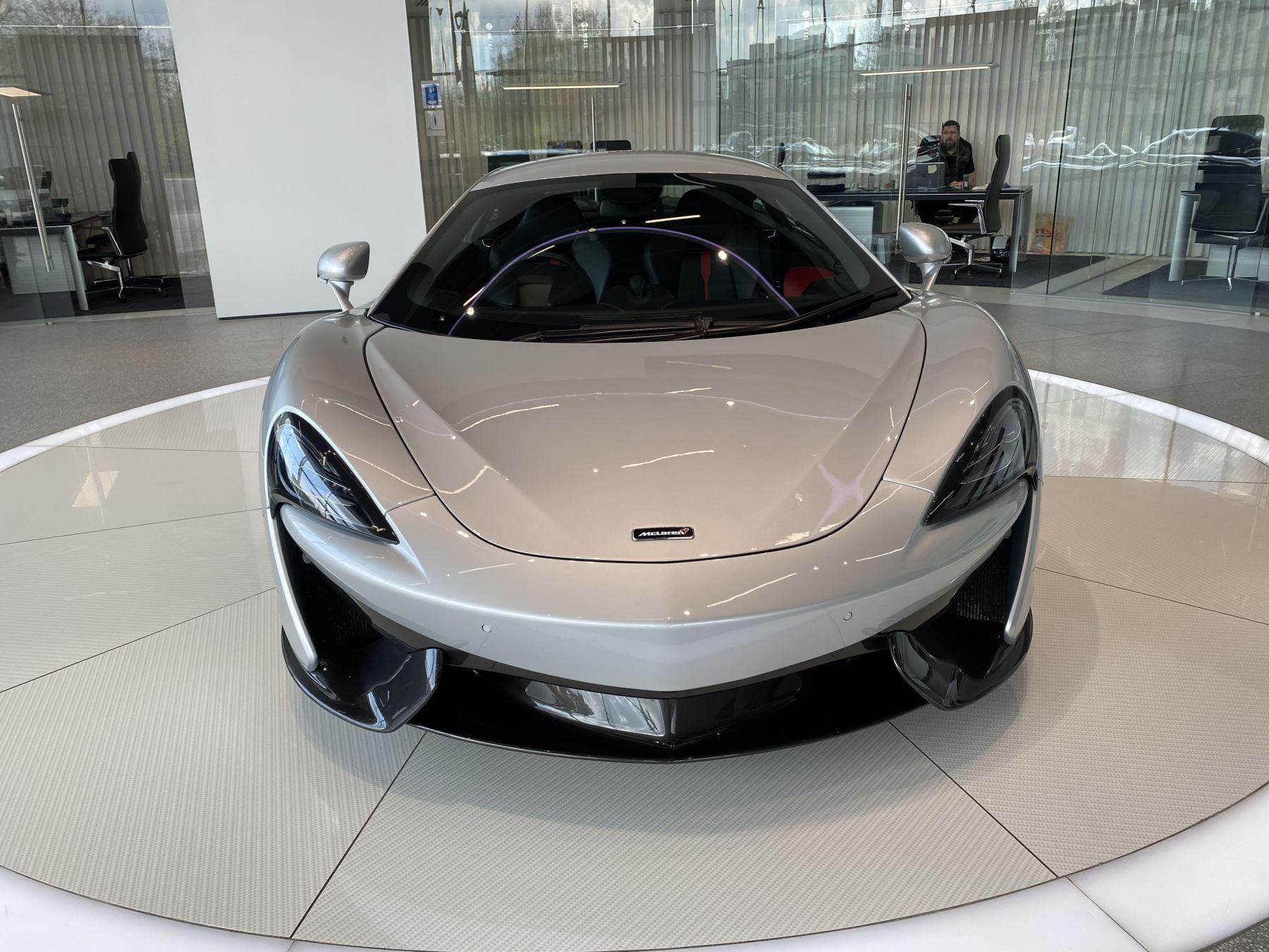 McLaren 570S Coupe V8 2dr SSG image 15