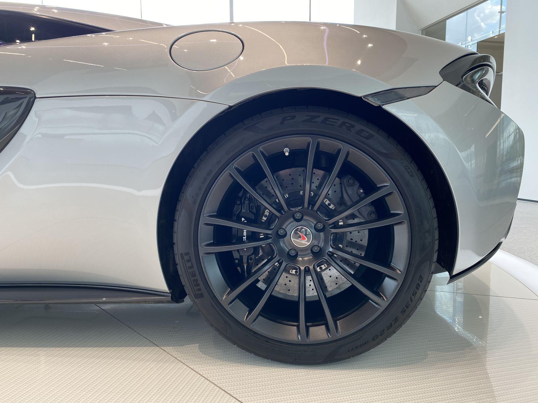 McLaren 570S Coupe V8 2dr SSG image 16