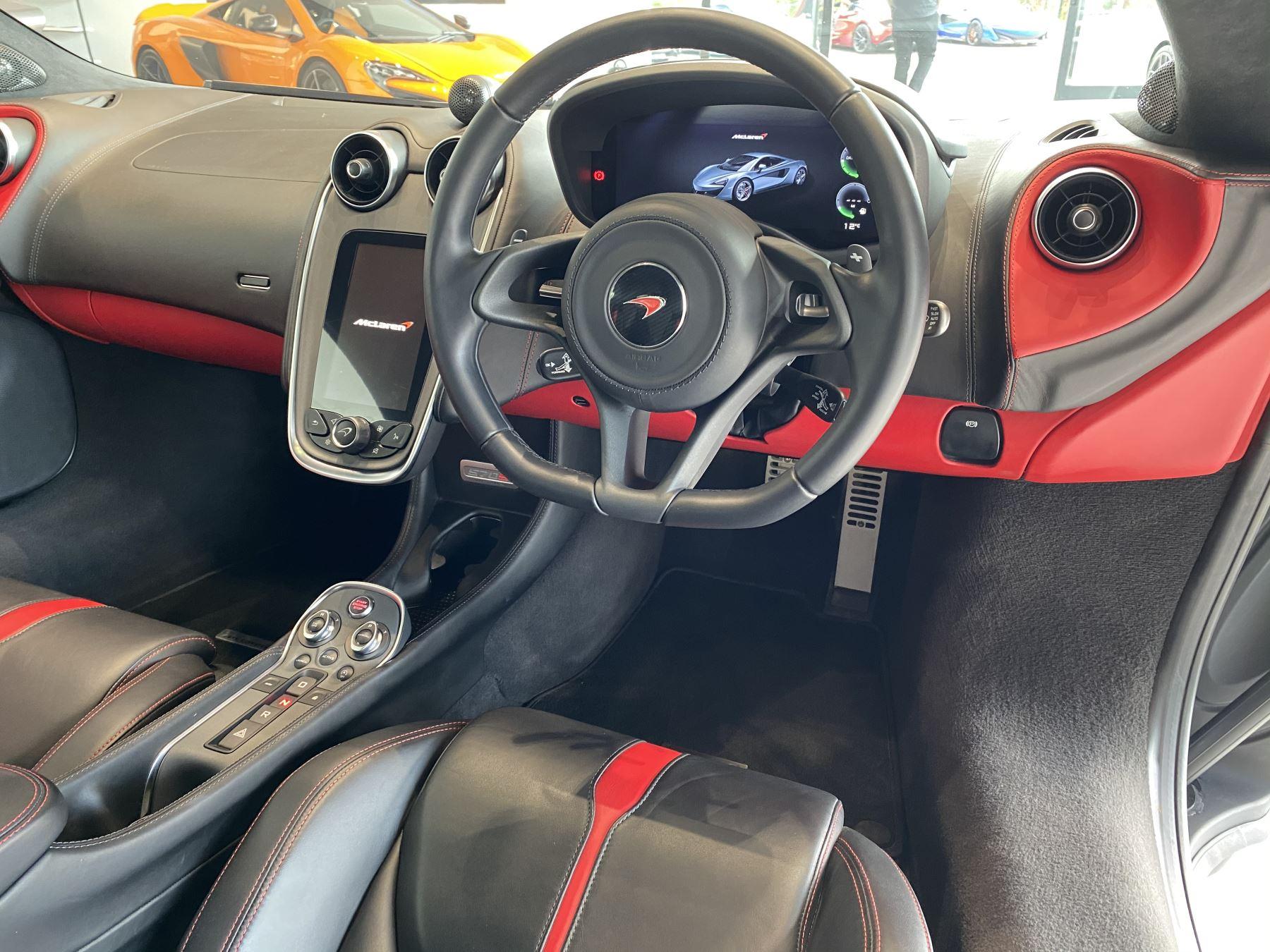 McLaren 570S Coupe V8 2dr SSG image 21