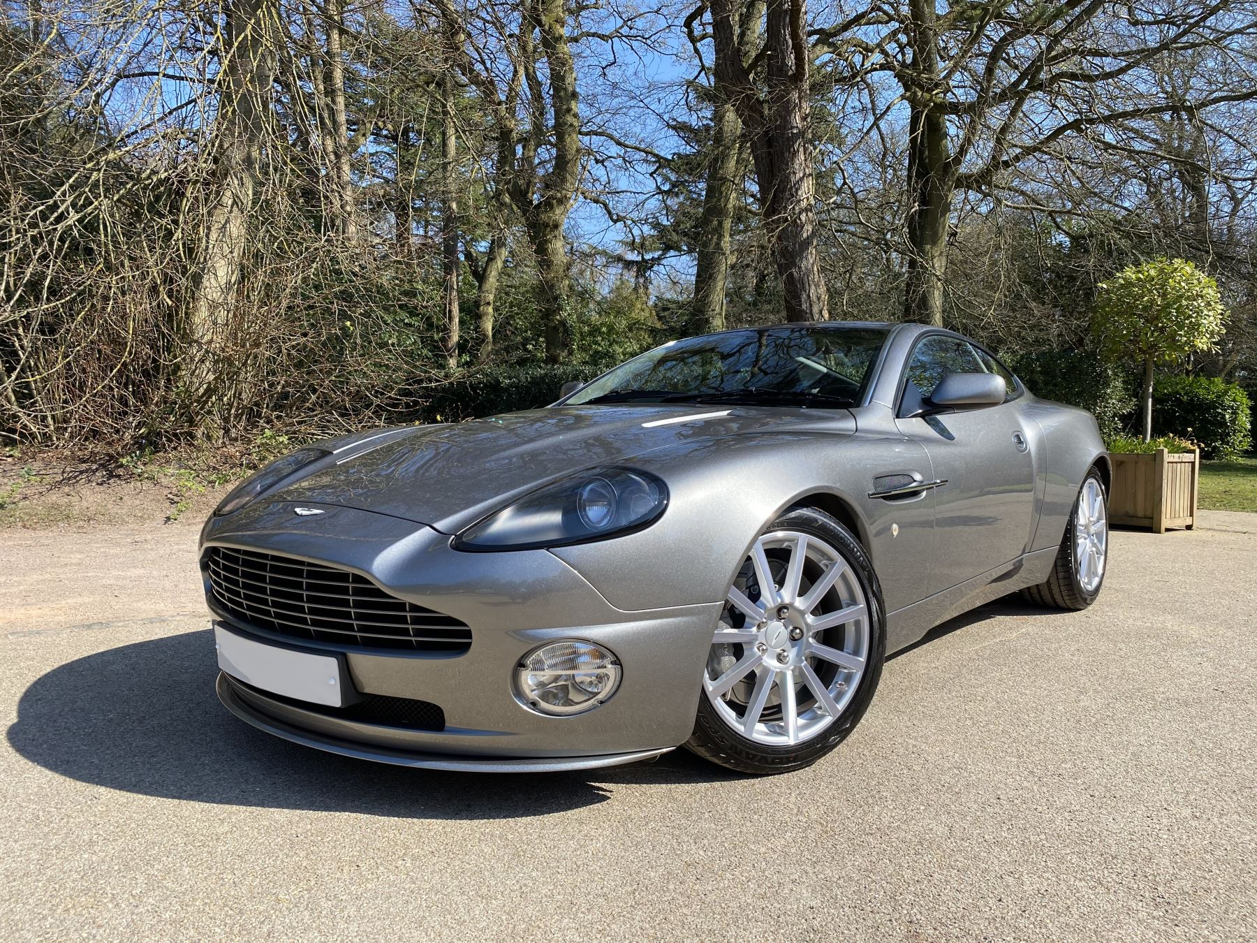 Aston Martin Vanquish S S V12 2+2 2dr 5.9 Automatic Coupe (2004) image