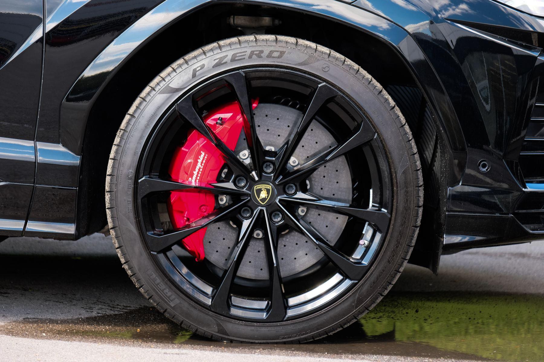 Lamborghini Urus 4.0T FSI V8 AUTO- 4 SEAT CONFIGURATION - NIGHT VISION - 23 INCH ALLOYS image 9