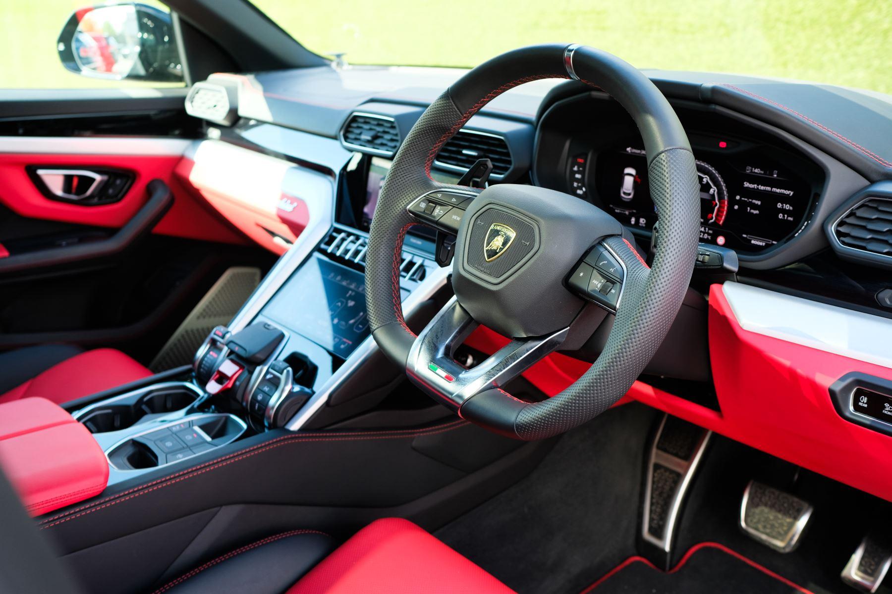 Lamborghini Urus 4.0T FSI V8 AUTO- 4 SEAT CONFIGURATION - NIGHT VISION - 23 INCH ALLOYS image 12