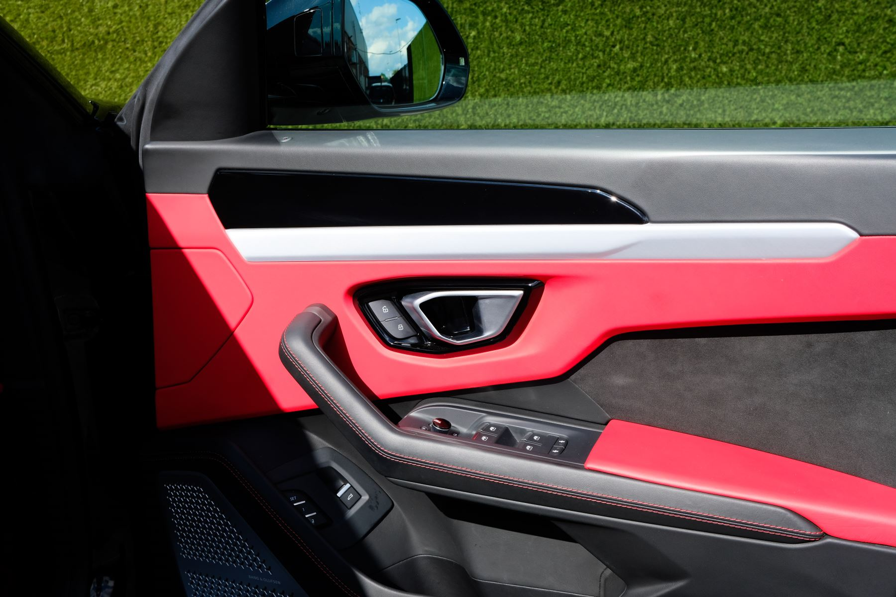 Lamborghini Urus 4.0T FSI V8 AUTO- 4 SEAT CONFIGURATION - NIGHT VISION - 23 INCH ALLOYS image 13