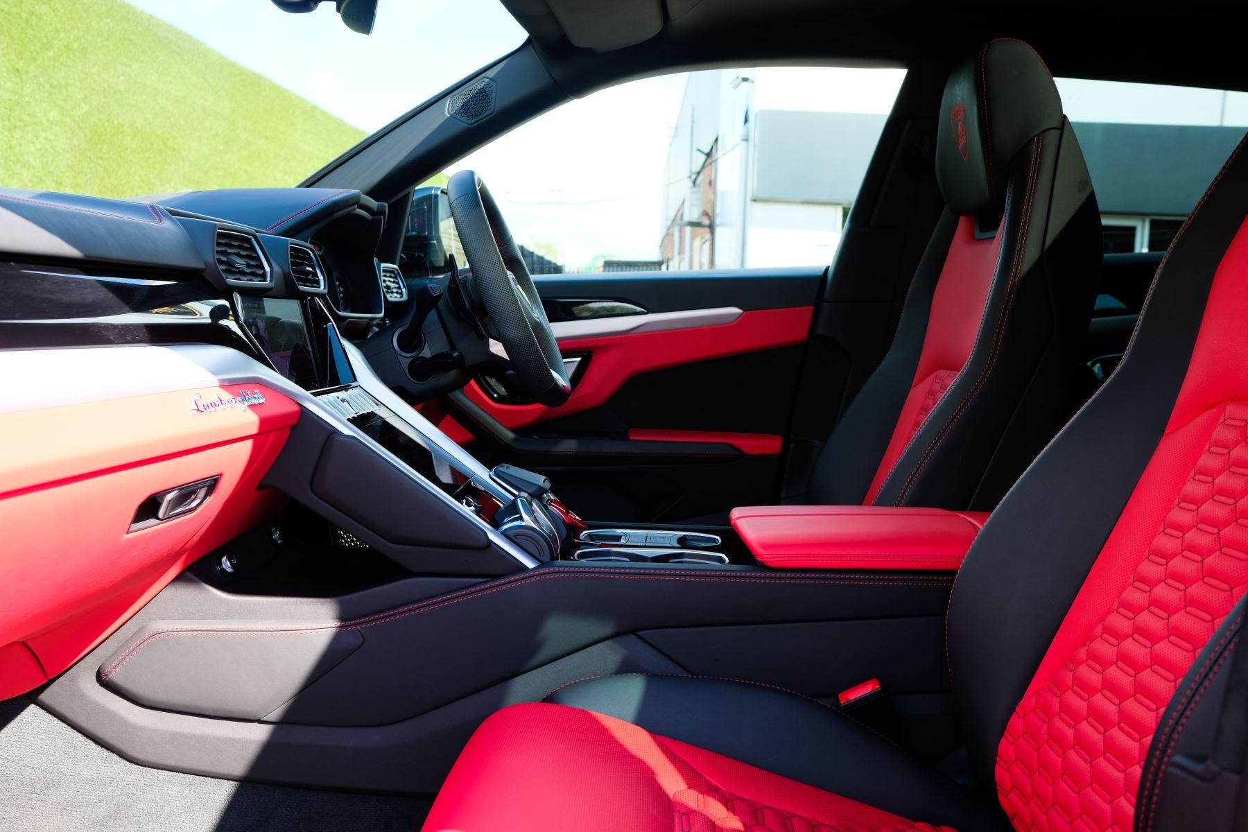 Lamborghini Urus 4.0T FSI V8 AUTO- 4 SEAT CONFIGURATION - NIGHT VISION - 23 INCH ALLOYS image 8