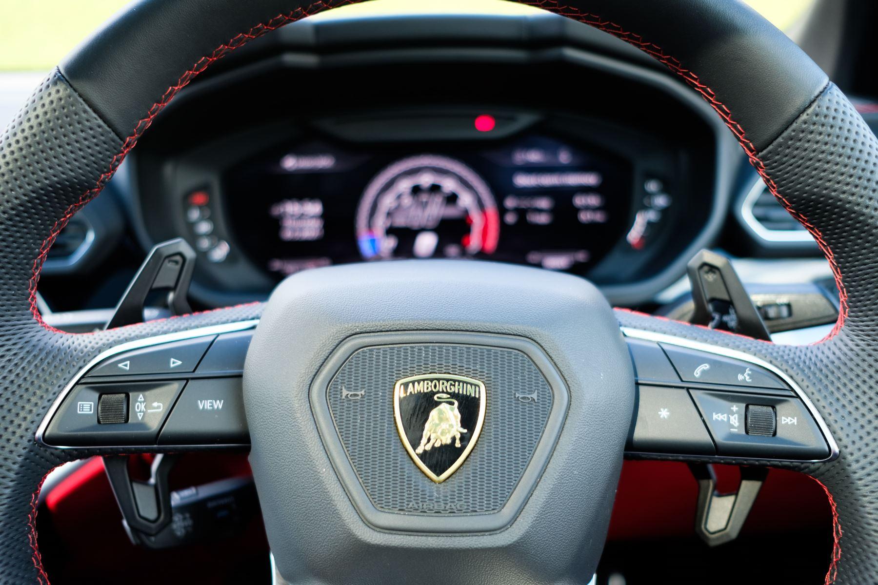 Lamborghini Urus 4.0T FSI V8 AUTO- 4 SEAT CONFIGURATION - NIGHT VISION - 23 INCH ALLOYS image 22