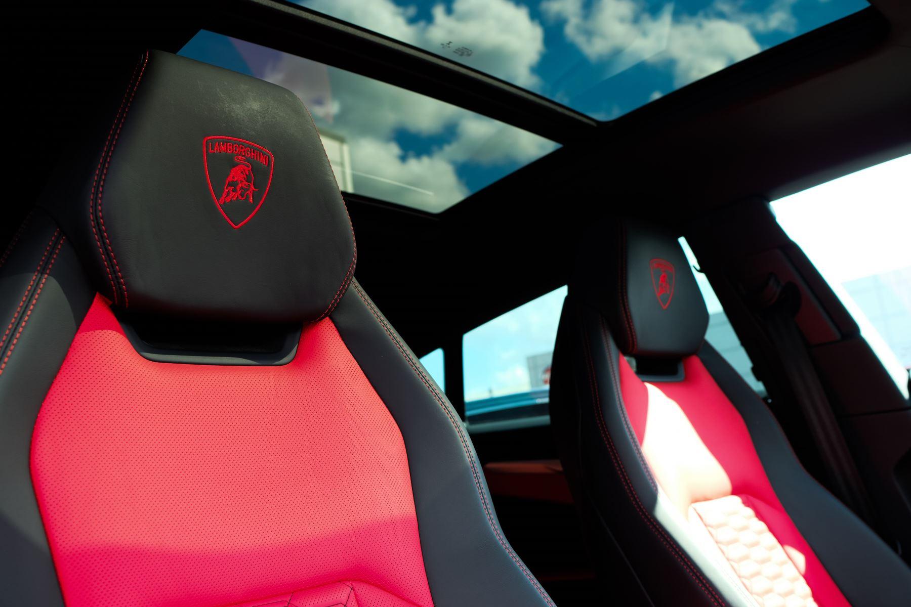 Lamborghini Urus 4.0T FSI V8 AUTO- 4 SEAT CONFIGURATION - NIGHT VISION - 23 INCH ALLOYS image 28