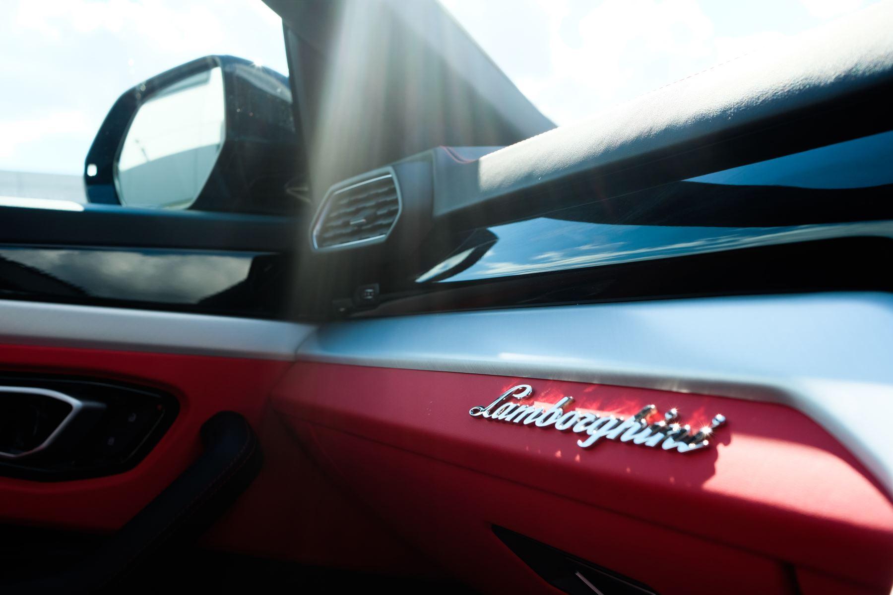 Lamborghini Urus 4.0T FSI V8 AUTO- 4 SEAT CONFIGURATION - NIGHT VISION - 23 INCH ALLOYS image 27