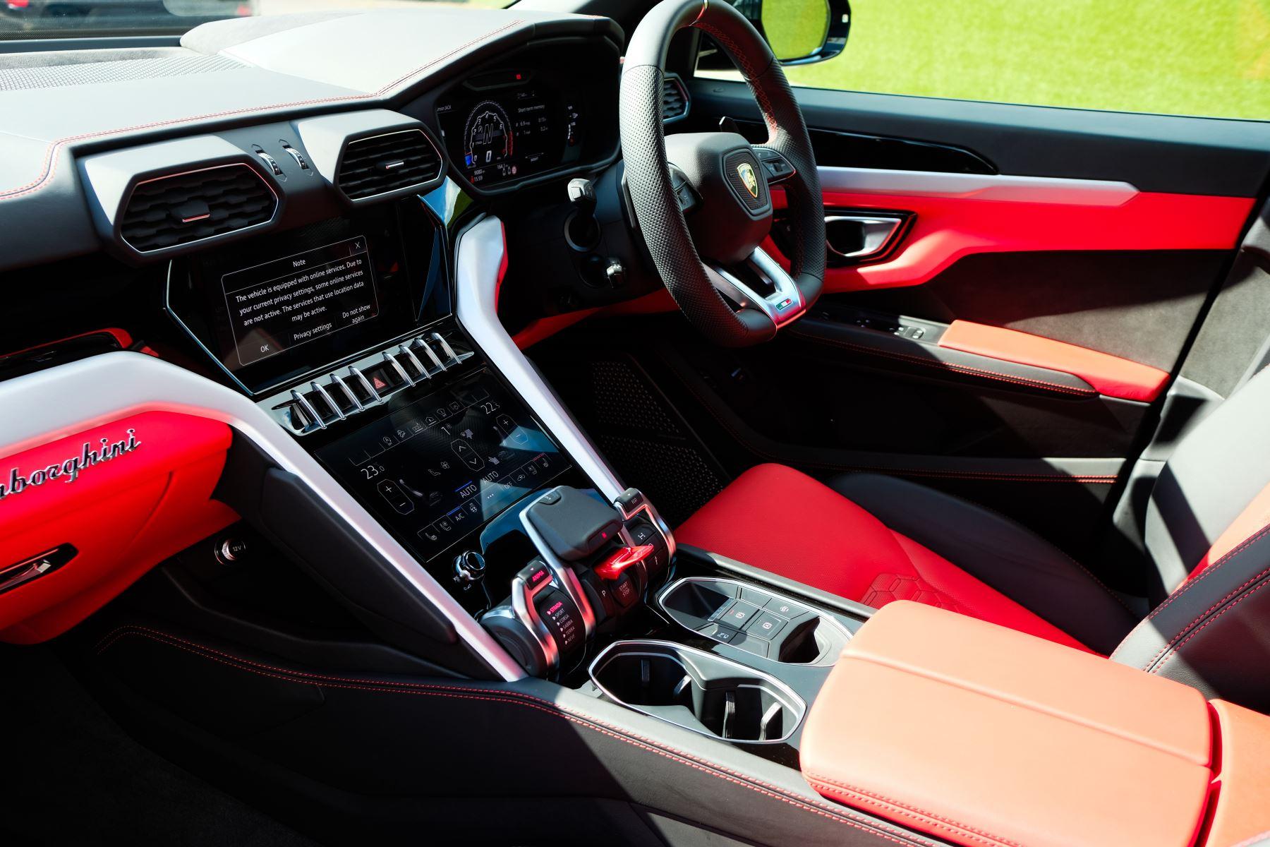 Lamborghini Urus 4.0T FSI V8 AUTO- 4 SEAT CONFIGURATION - NIGHT VISION - 23 INCH ALLOYS image 26