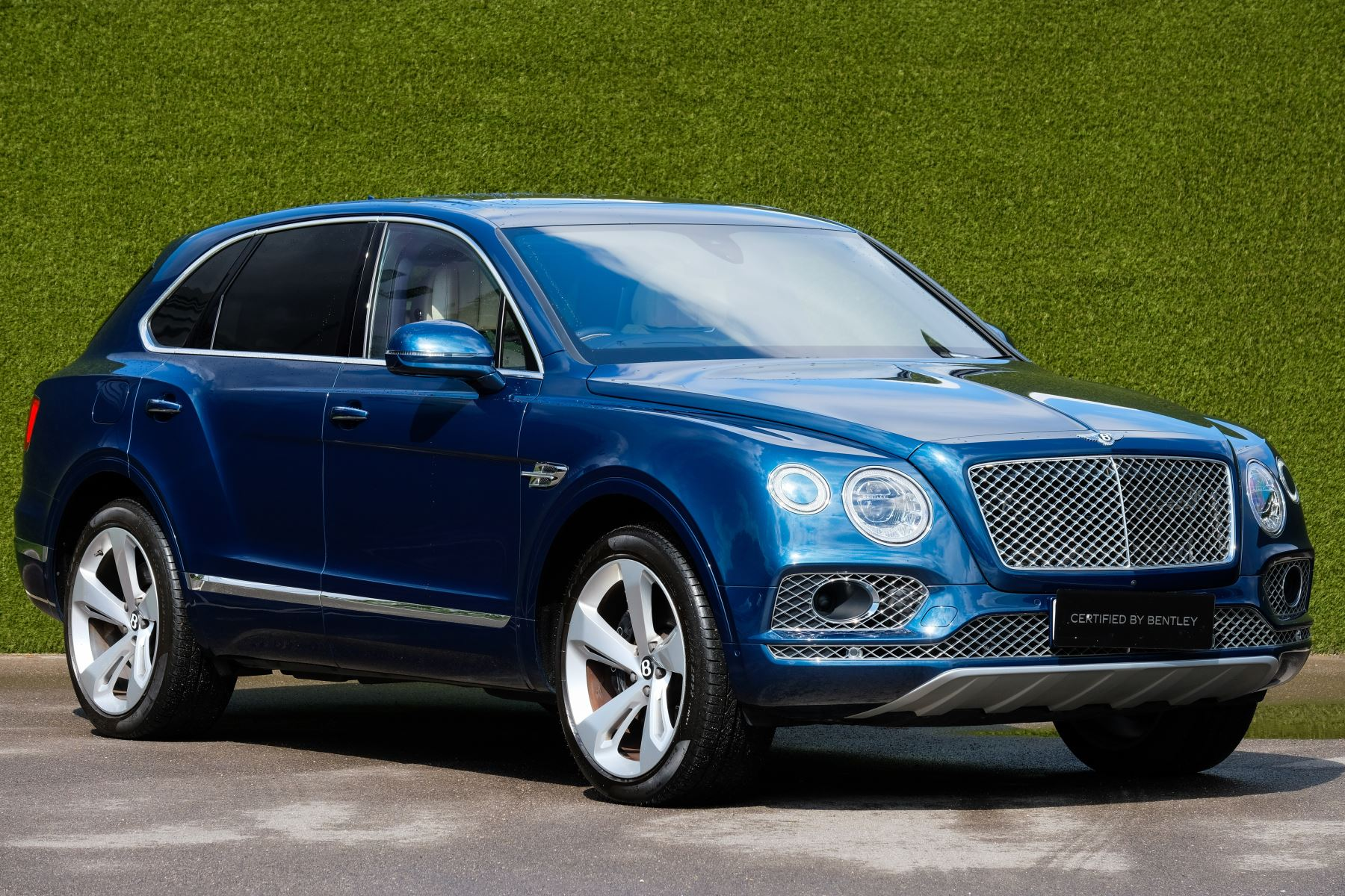 Bentley Bentayga 6.0 W12 - All Terrain, Sunshine, City and Touring Specification image 1