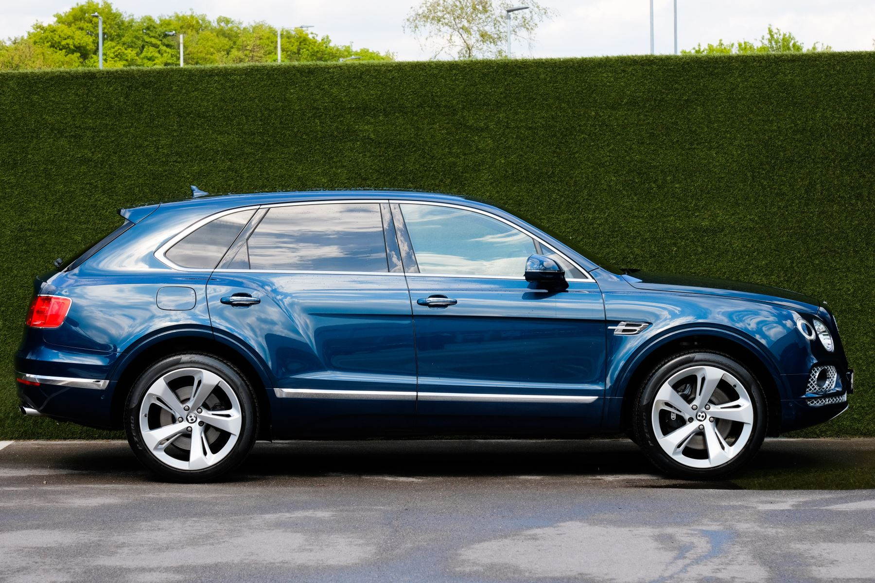 Bentley Bentayga 6.0 W12 - All Terrain, Sunshine, City and Touring Specification image 3