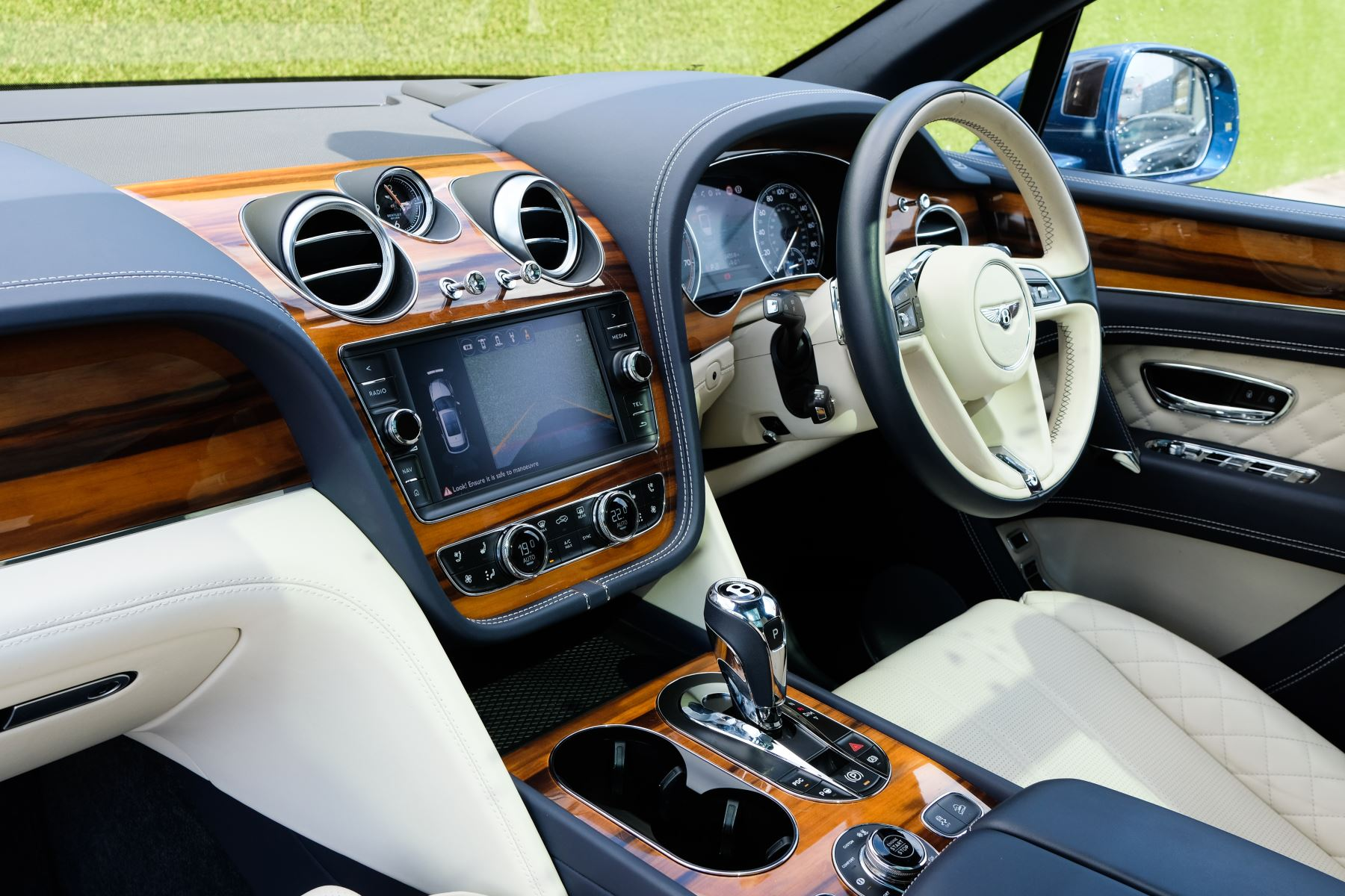 Bentley Bentayga 6.0 W12 - All Terrain, Sunshine, City and Touring Specification image 10