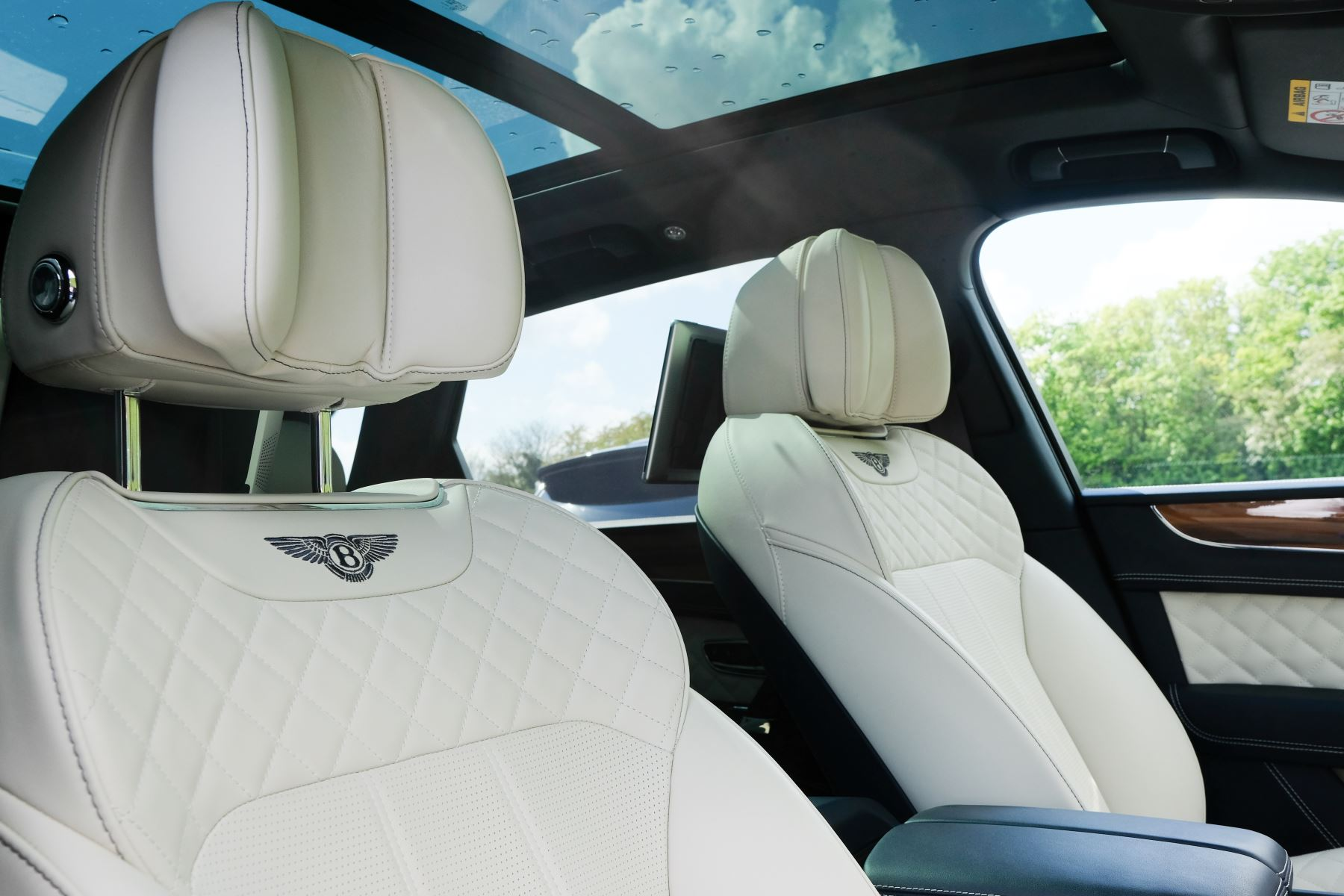 Bentley Bentayga 6.0 W12 - All Terrain, Sunshine, City and Touring Specification image 28
