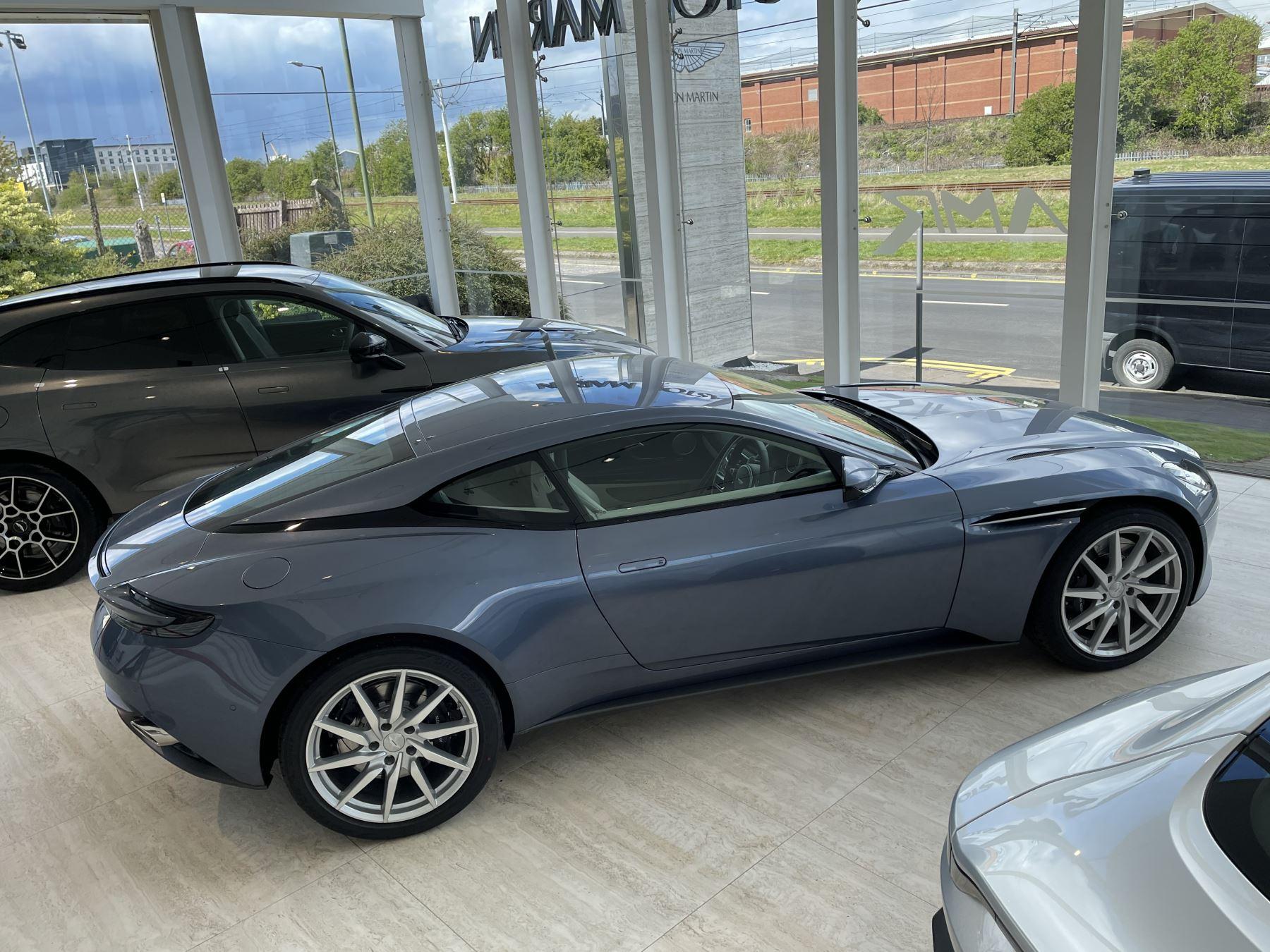 Aston Martin DB11 V8 Touchtronic image 12