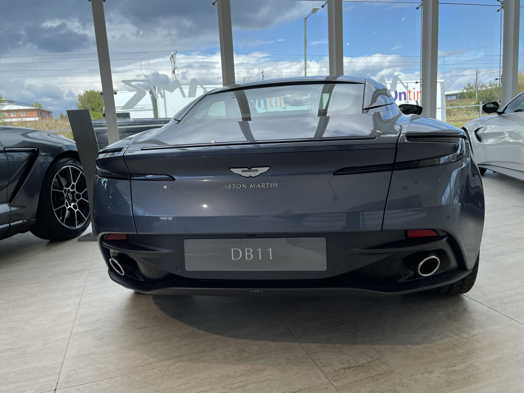 Aston Martin DB11 V8 Touchtronic image 14