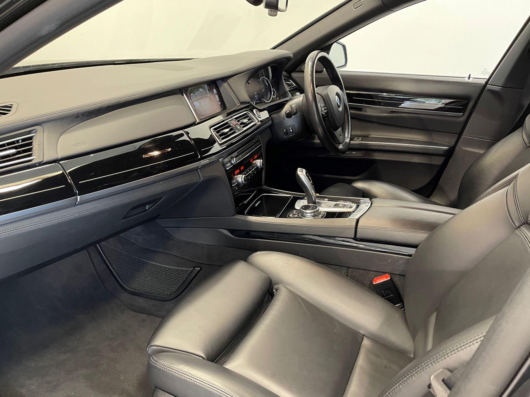 BMW 7 Series 760Li M Sport image 8