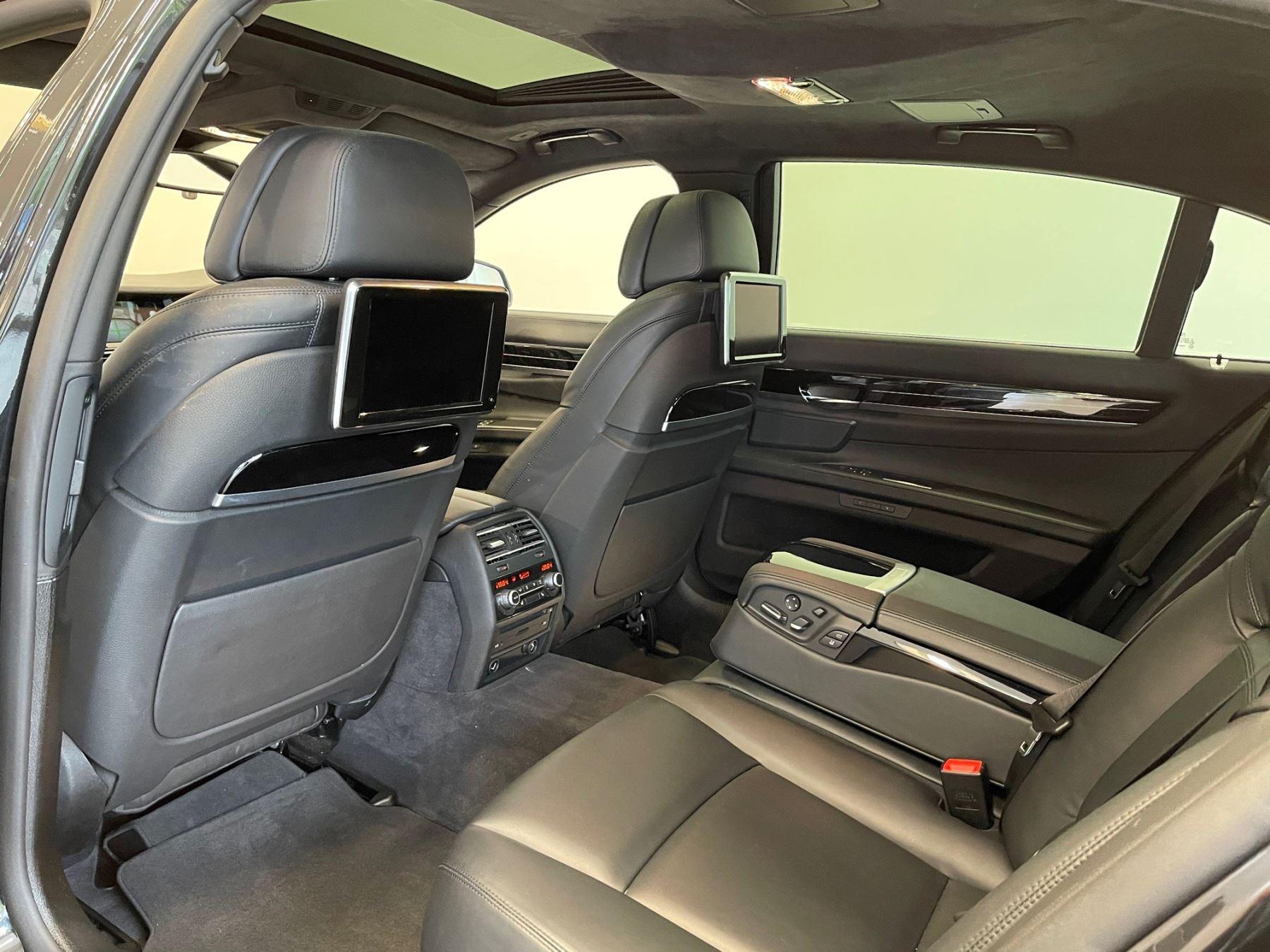 BMW 7 Series 760Li M Sport image 7