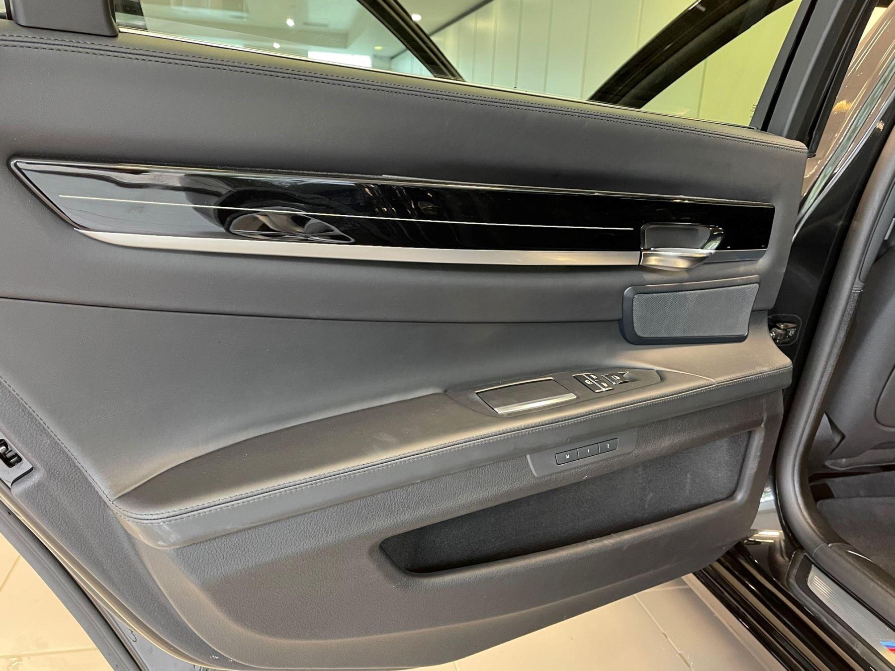 BMW 7 Series 760Li M Sport image 21