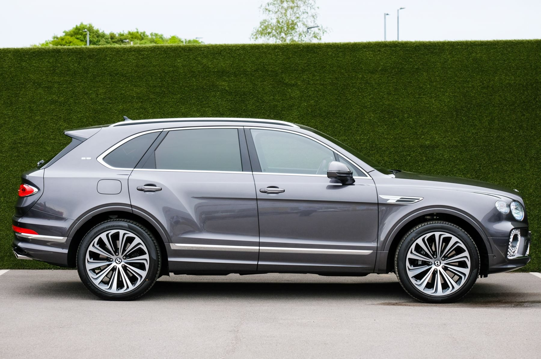 Bentley Bentayga 4.0 V8 5dr [4 Seat] - First Edition - All Terrain Specification image 3
