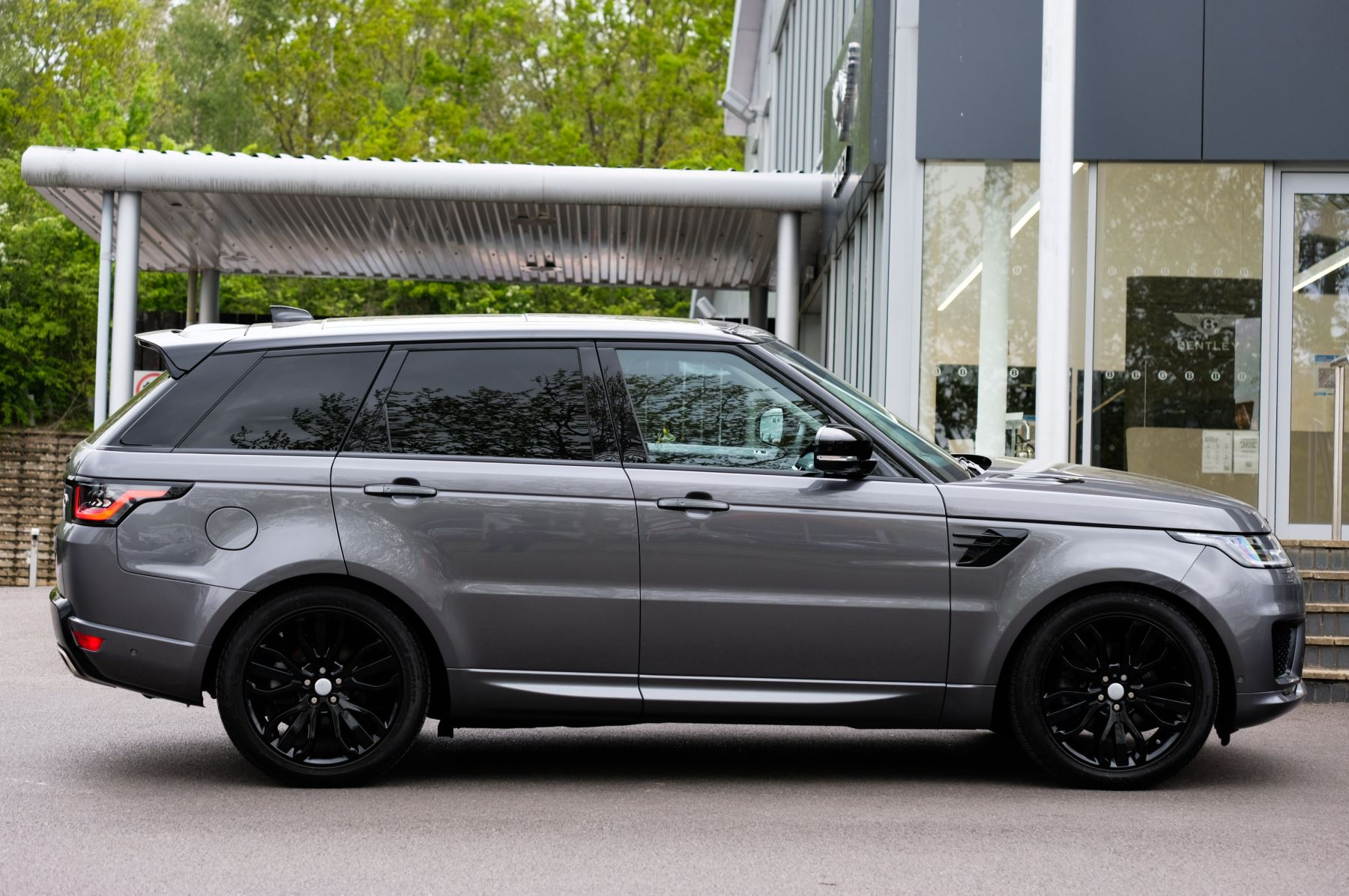 Land Rover Range Rover Sport 3.0 SDV6 Autobiography Dynamic 5dr [7 Seat] - Rear Seat Entertainment - 21 Inch Alloys image 3