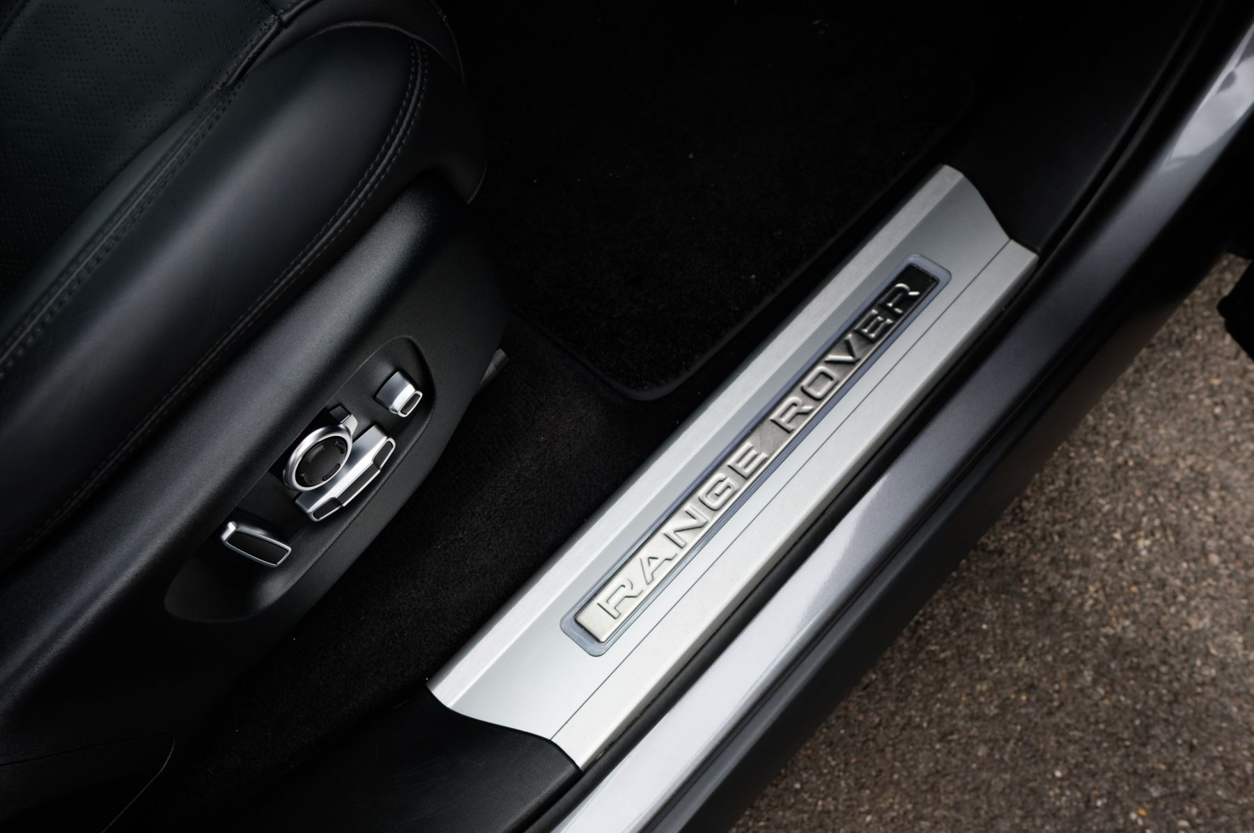 Land Rover Range Rover Sport 3.0 SDV6 Autobiography Dynamic 5dr [7 Seat] - Rear Seat Entertainment - 21 Inch Alloys image 13