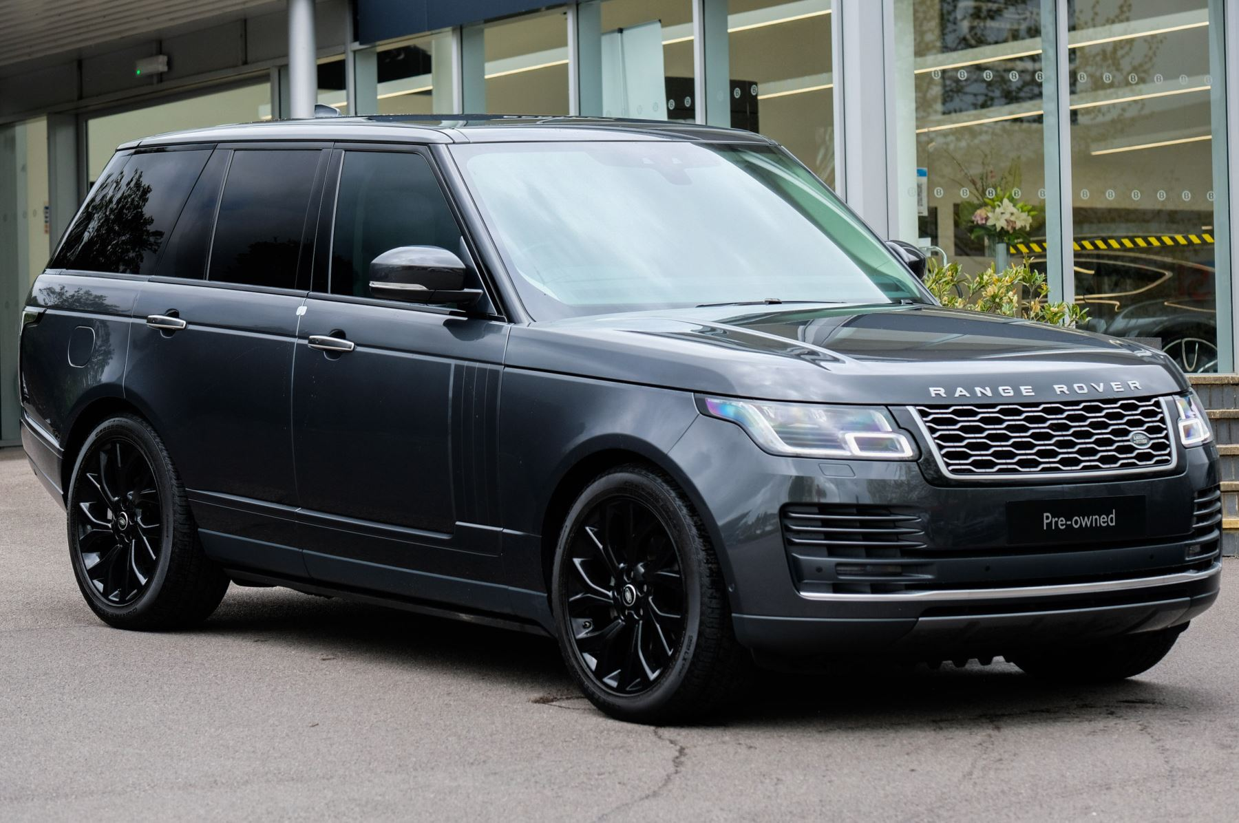 Land Rover Range Rover 3.0 SDV6 Vogue SE - Panoramic Roof - Privacy Glass - 21 inch Alloys Diesel Automatic 5 door Estate (2020) image