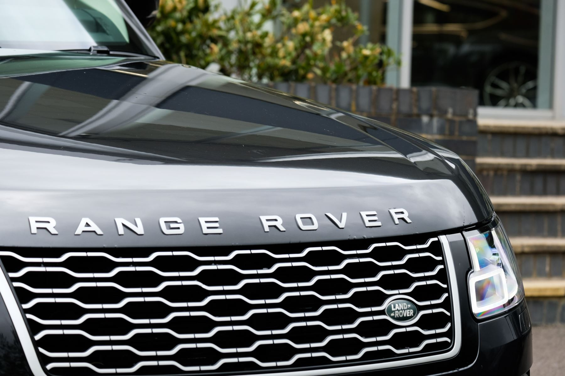 Land Rover Range Rover 3.0 SDV6 Vogue SE - Panoramic Roof - Privacy Glass - 21 inch Alloys image 6