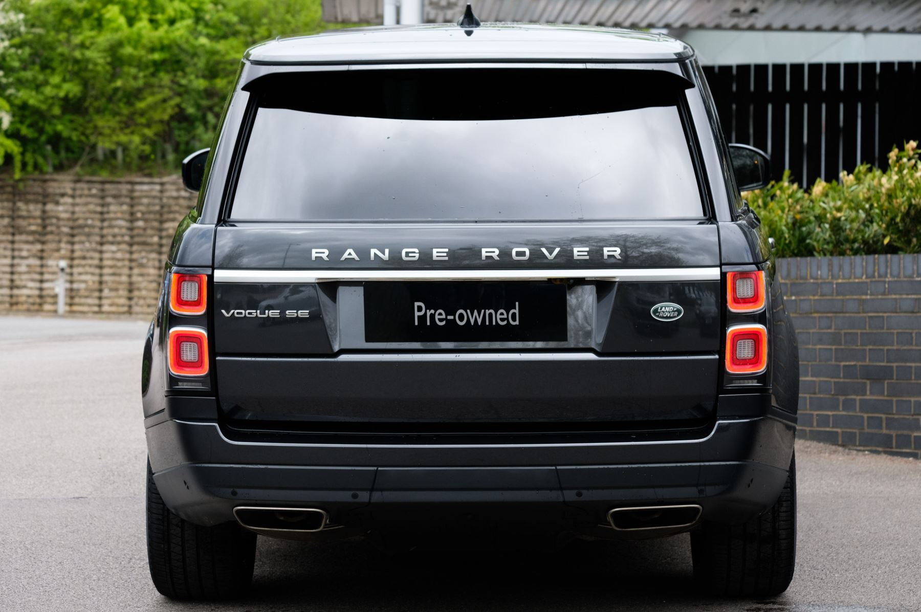 Land Rover Range Rover 3.0 SDV6 Vogue SE - Panoramic Roof - Privacy Glass - 21 inch Alloys image 9