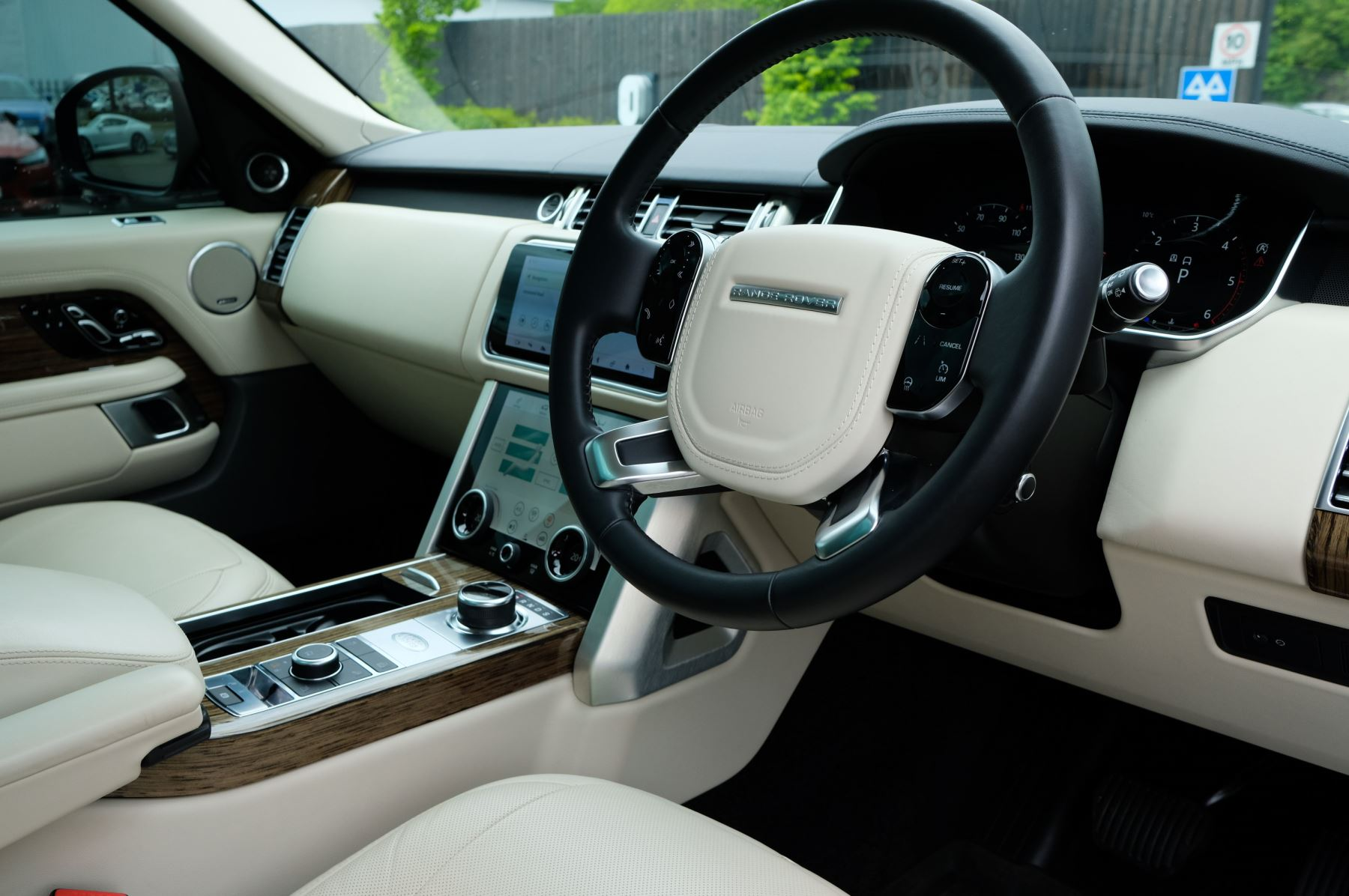 Land Rover Range Rover 3.0 SDV6 Vogue SE - Panoramic Roof - Privacy Glass - 21 inch Alloys image 11