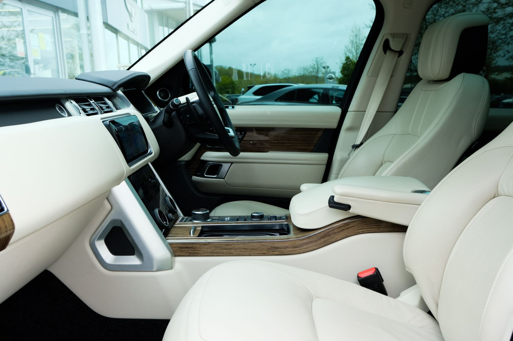 Land Rover Range Rover 3.0 SDV6 Vogue SE - Panoramic Roof - Privacy Glass - 21 inch Alloys image 19