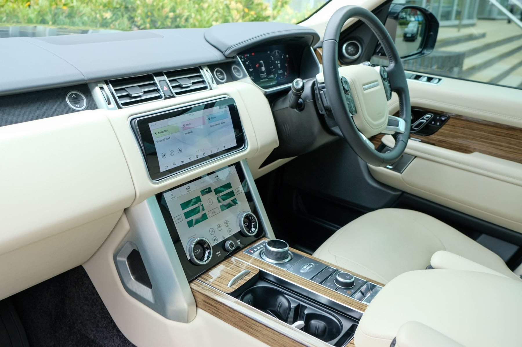 Land Rover Range Rover 3.0 SDV6 Vogue SE - Panoramic Roof - Privacy Glass - 21 inch Alloys image 21