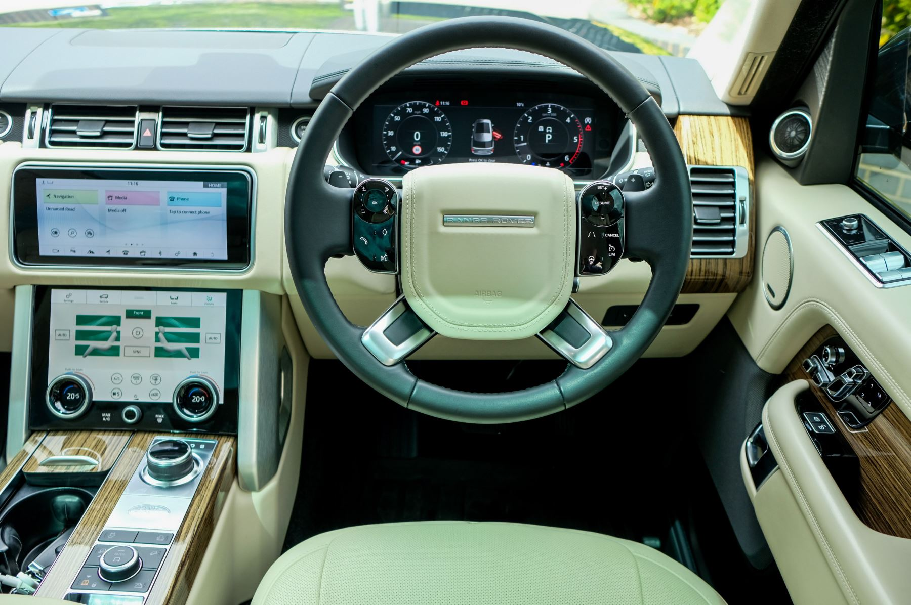 Land Rover Range Rover 3.0 SDV6 Vogue SE - Panoramic Roof - Privacy Glass - 21 inch Alloys image 22