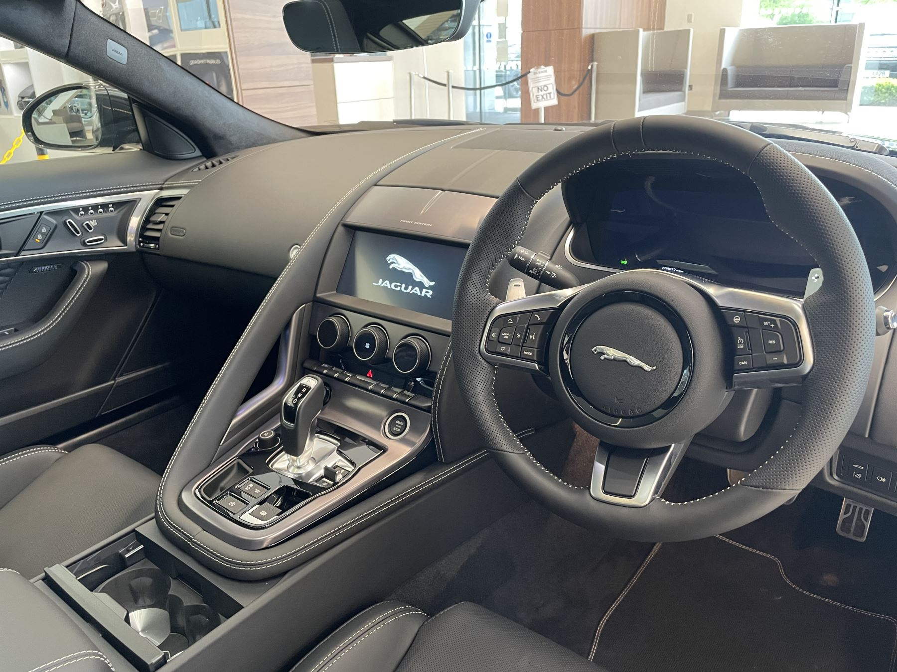 Jaguar F-TYPE 5.0 P450 S/C V8 First Edition AWD SPECIAL EDITIONS image 8
