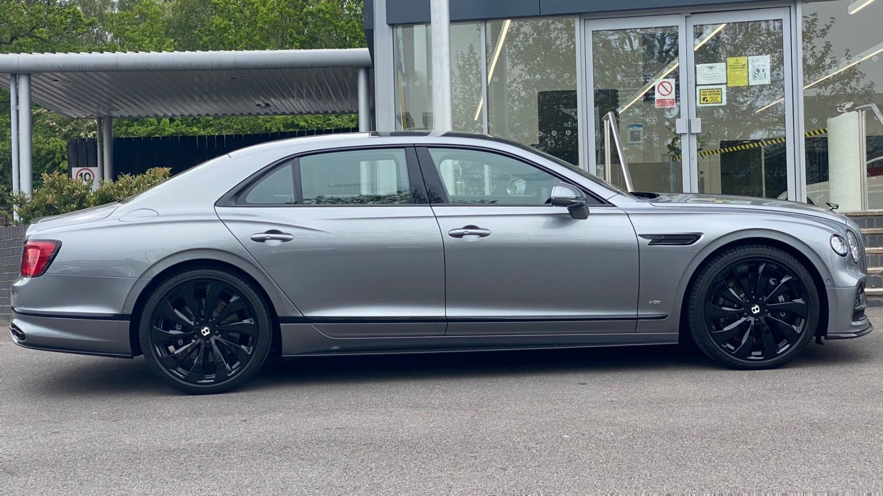 Bentley Flying Spur 4.0 V8 Mulliner Driving Spec 4dr Auto - Touring and City Specification image 3