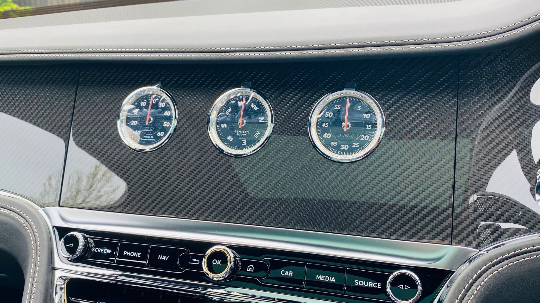 Bentley Flying Spur 4.0 V8 Mulliner Driving Spec 4dr Auto - Touring and City Specification image 23