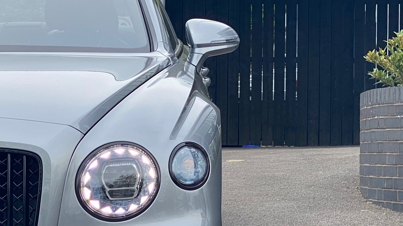 Bentley Flying Spur 4.0 V8 Mulliner Driving Spec 4dr Auto - Touring and City Specification image 6
