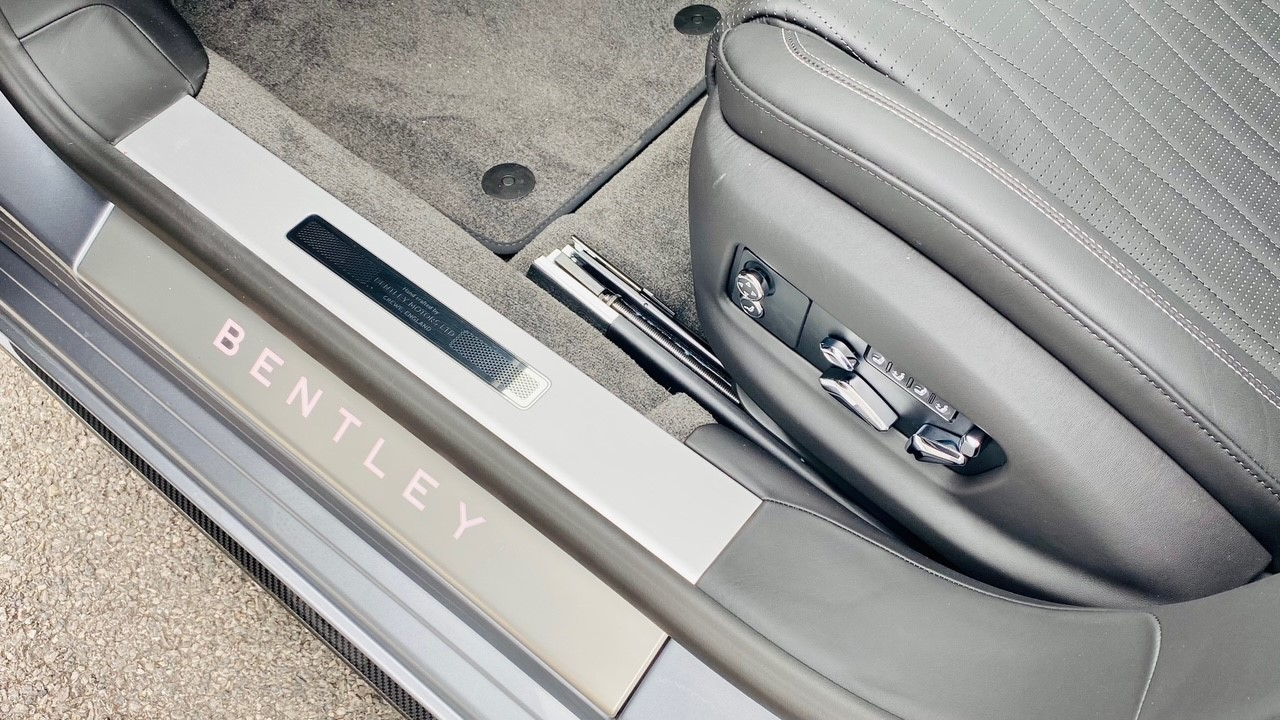 Bentley Flying Spur 4.0 V8 Mulliner Driving Spec 4dr Auto - Touring and City Specification image 17