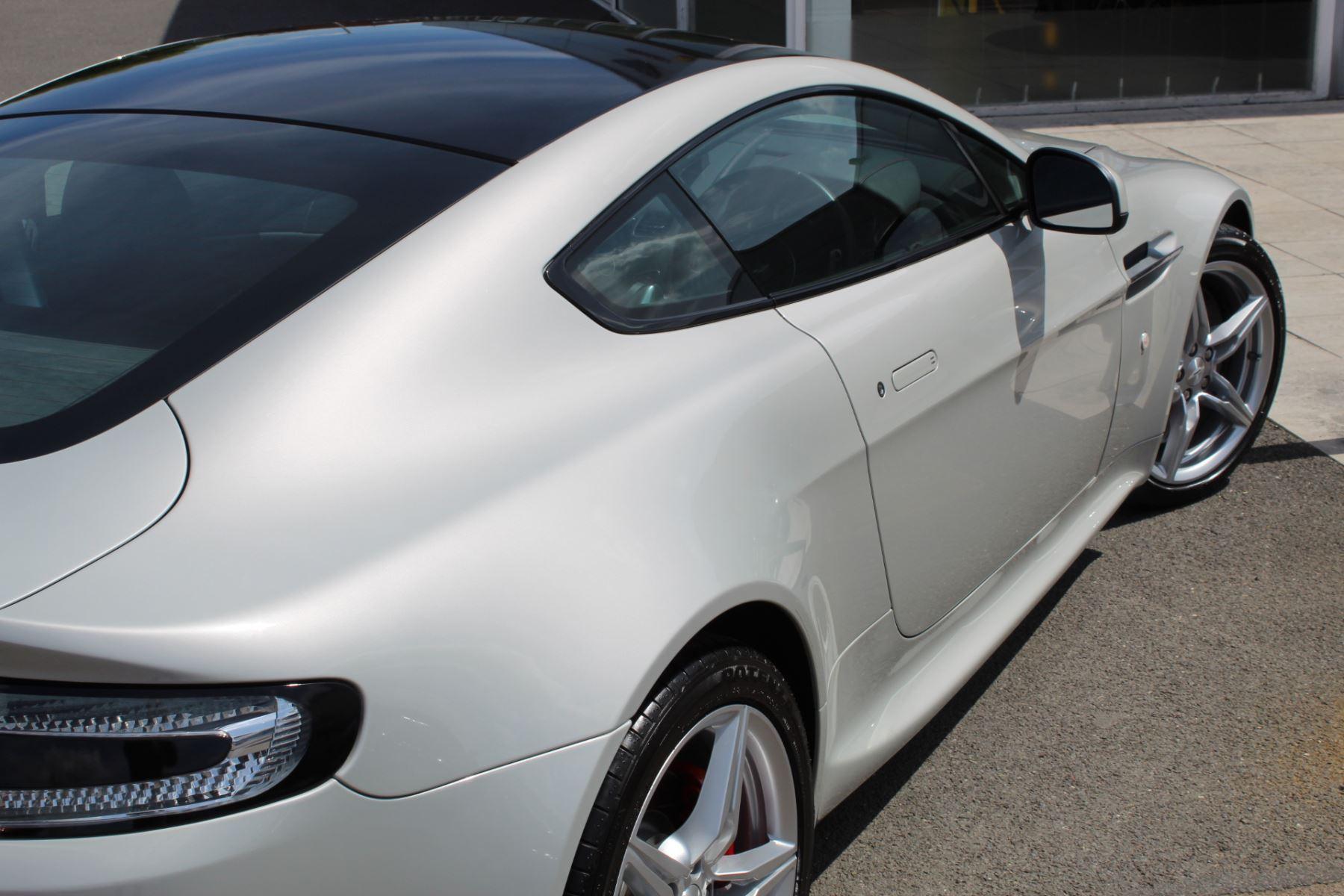 Aston Martin V8 Vantage Coupe 2dr [420] Latest Dash, 420BHP image 19