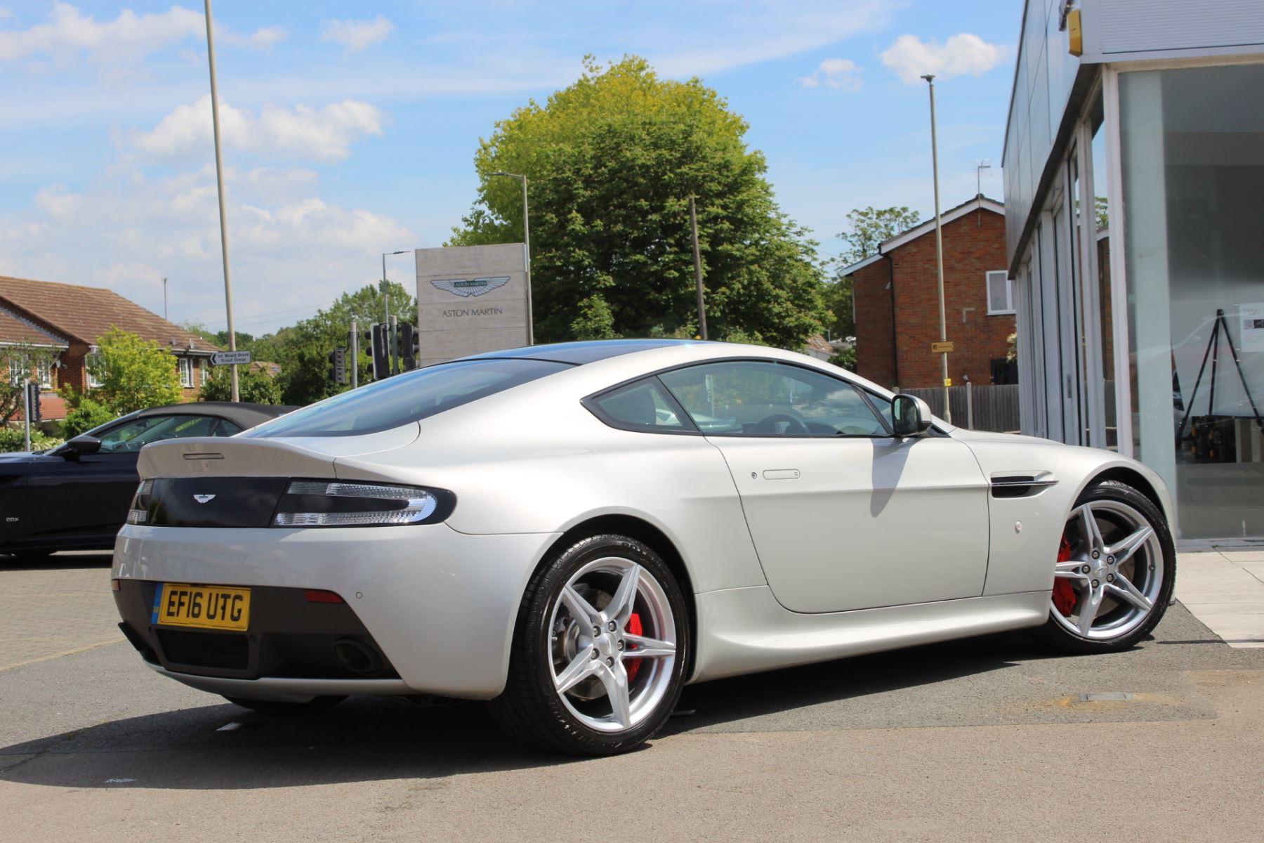 Aston Martin V8 Vantage Coupe 2dr [420] Latest Dash, 420BHP image 12